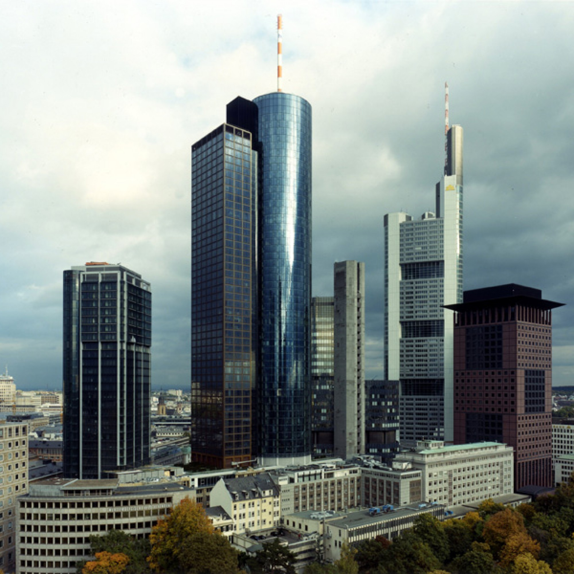 Bankenviertel: Landesbank Hessen-Thüringen (Frank-Heinrich Müller, 2001)
