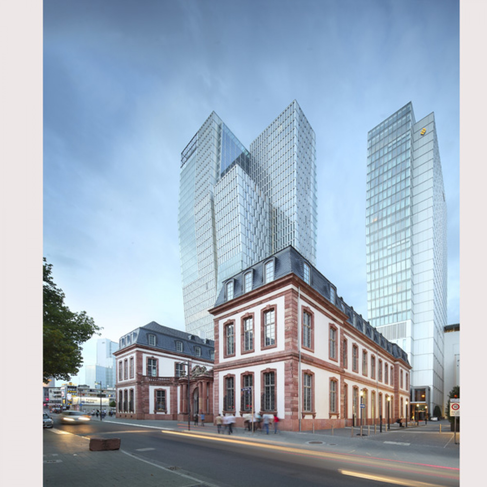 Palais-Quartier, Nextower und Hotelturm Jumeirah mit Thurn-und-Taxis-Palais, KSP Jürgen Engel Architekten (Jean-Luc Valentin, 2012)
