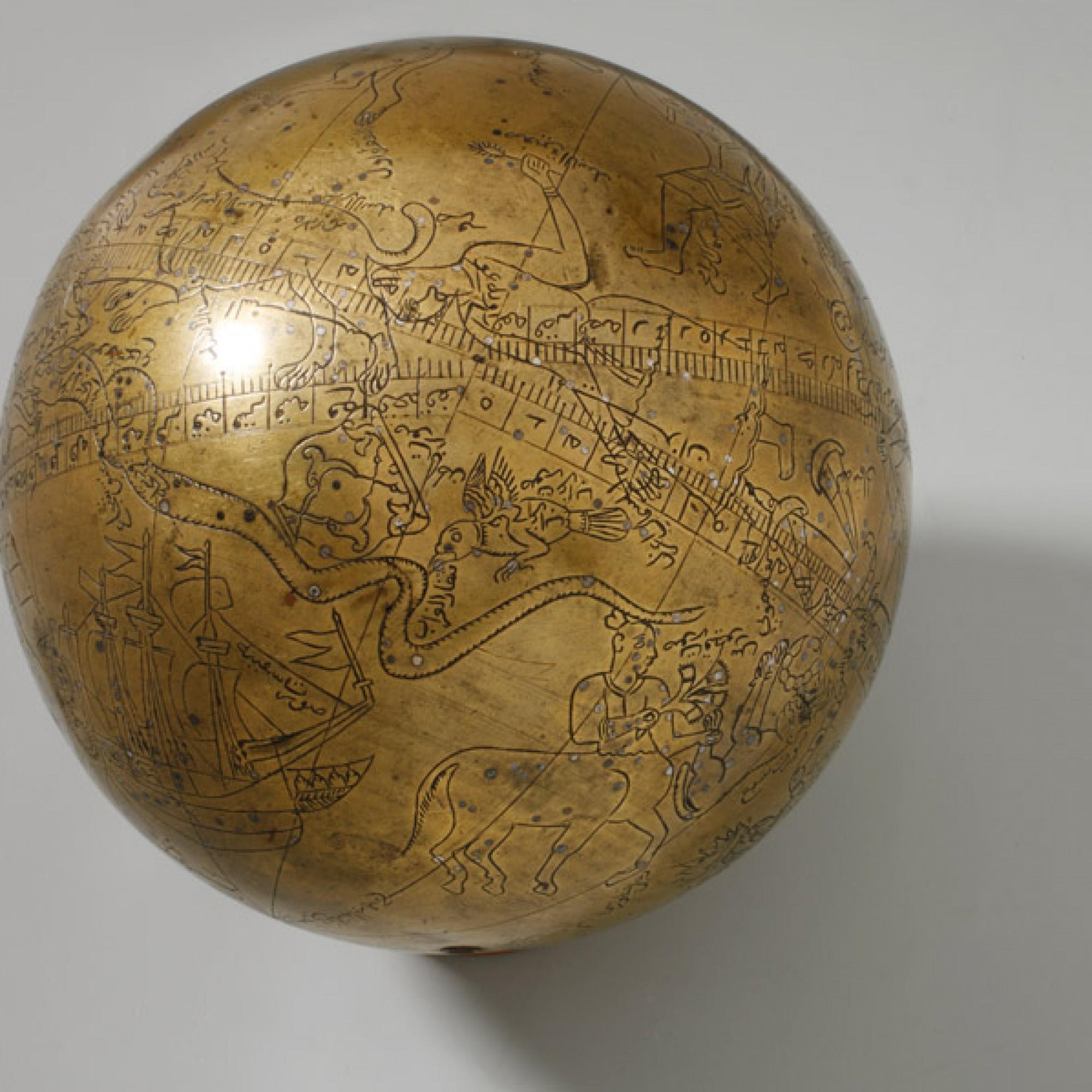 Himmelsglobus Indien, Lahore, Ende 16./Anfang 17. Jh. Kupferlegierung und Silber; Durchmesser 20 Centimeter. (Yvonne Hurni / Museum Rietberg)