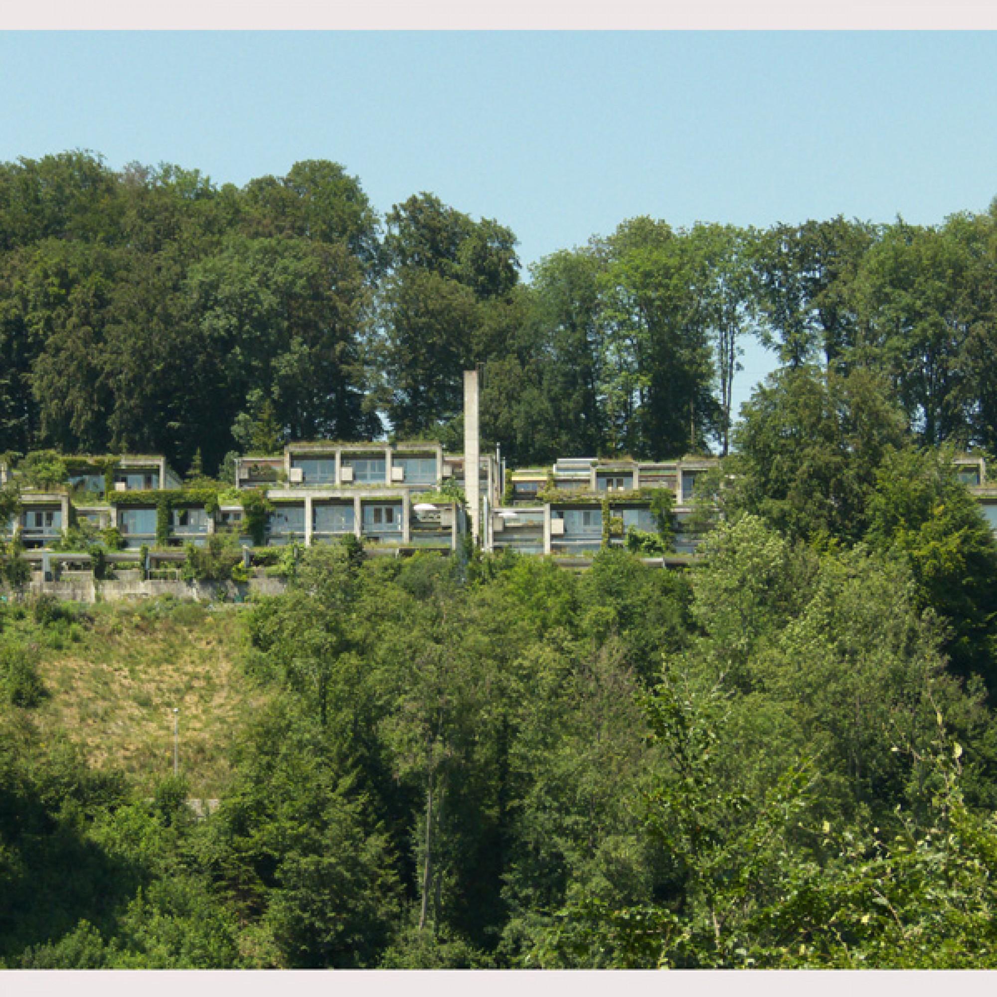 Die Halen-Siedlung im Jahr 2010 (Bilder: wikimedia.org, Ginko2g, CC)