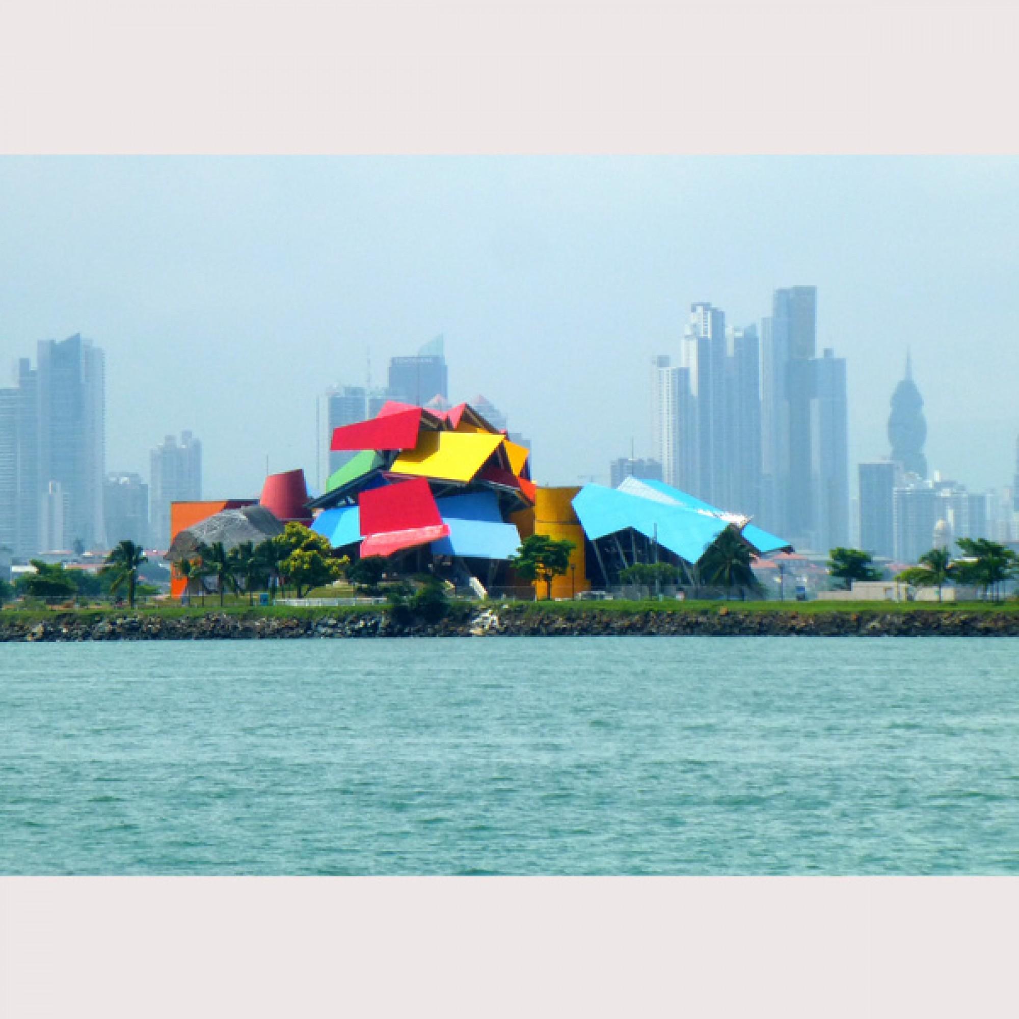 Das Biomuseo von Frank Gehry im Jahr 2013 (flickr.com, F Delventhal, CC)