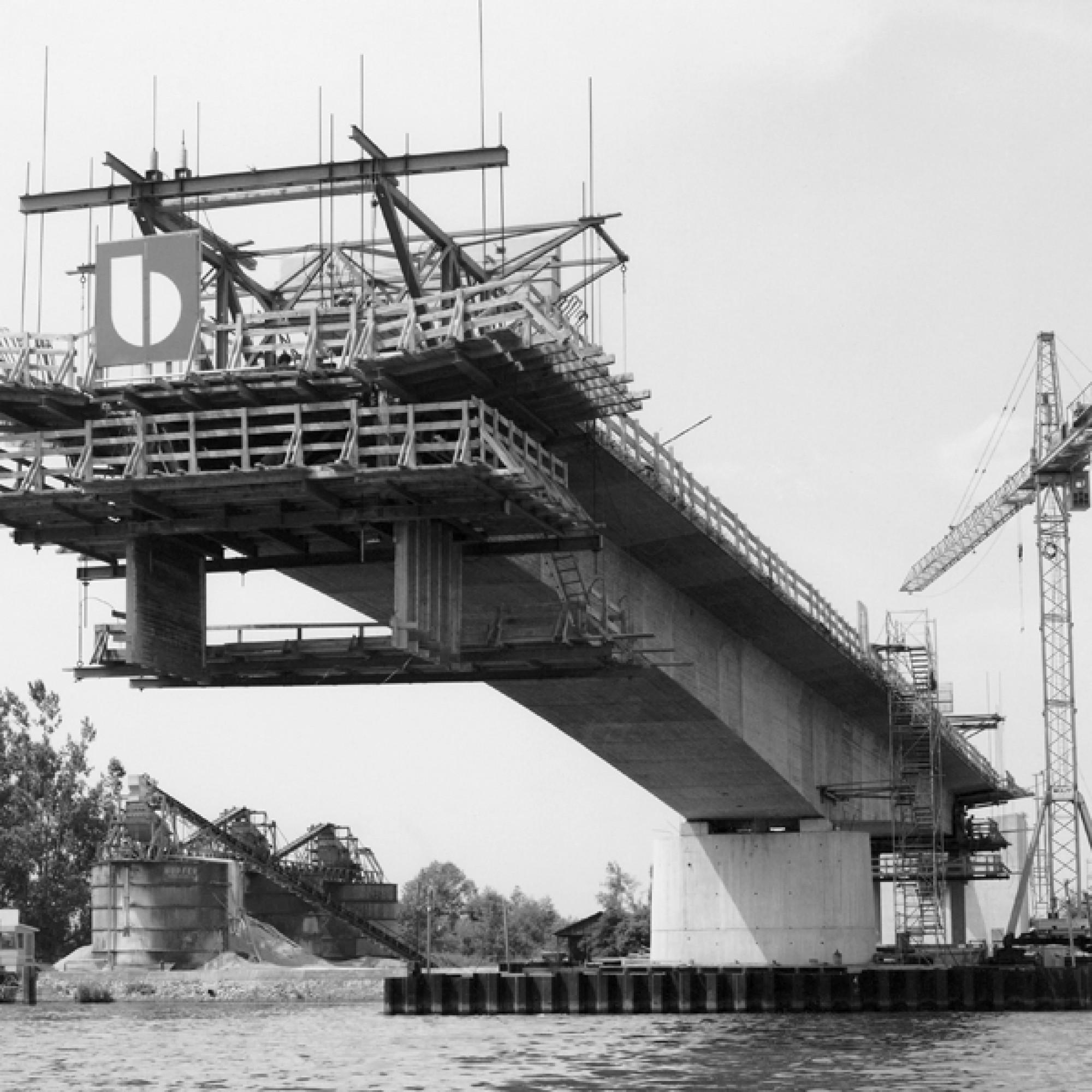 Freivorbau bei der Rheinbrücke am Palmenrain. (Reportagedienst Schöttle, Mannheim-Feudenheim / PD)