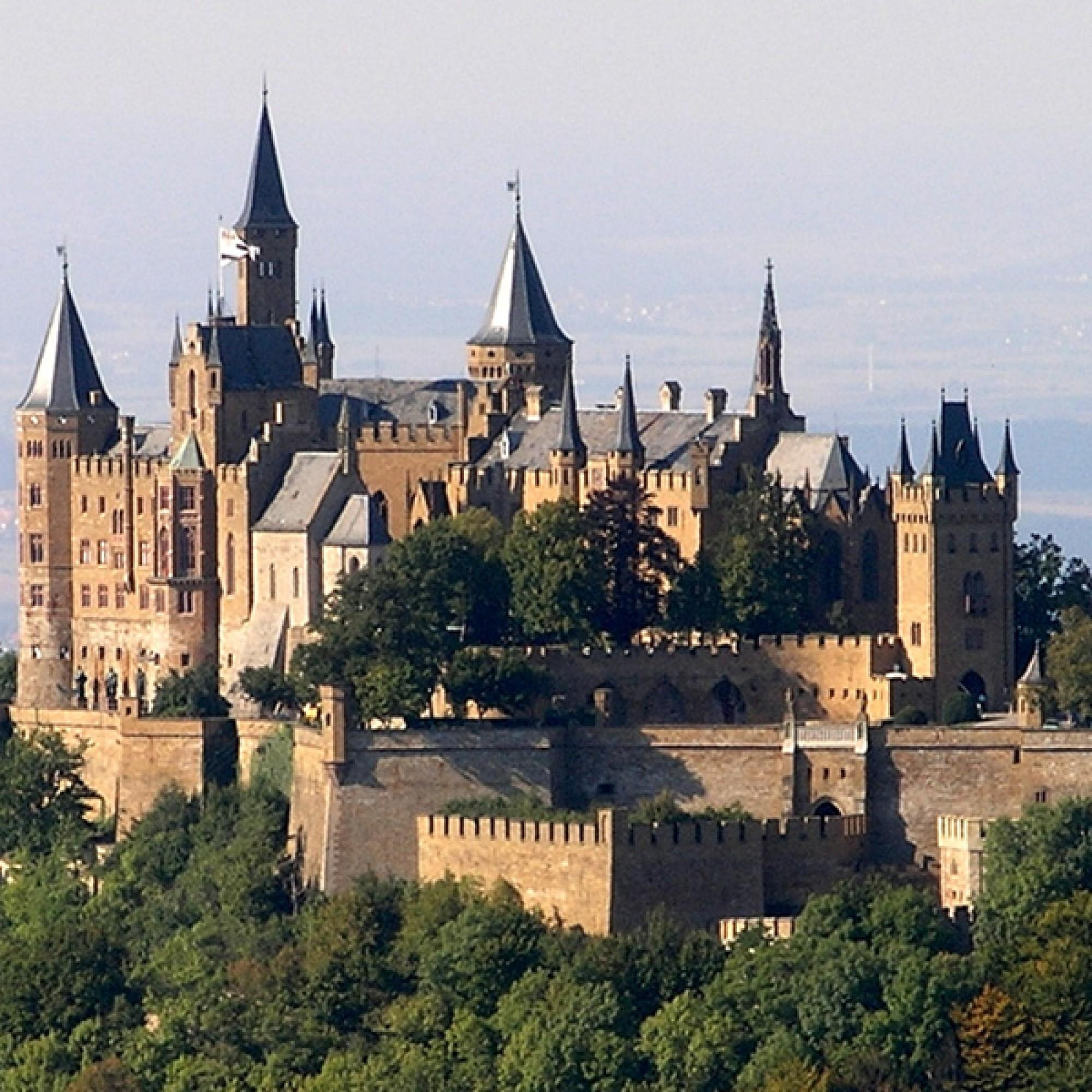 Die Inspiration für die Containerstapelung: Burg Hohenzollern (wikimedia.org, Luke1ace, CC)