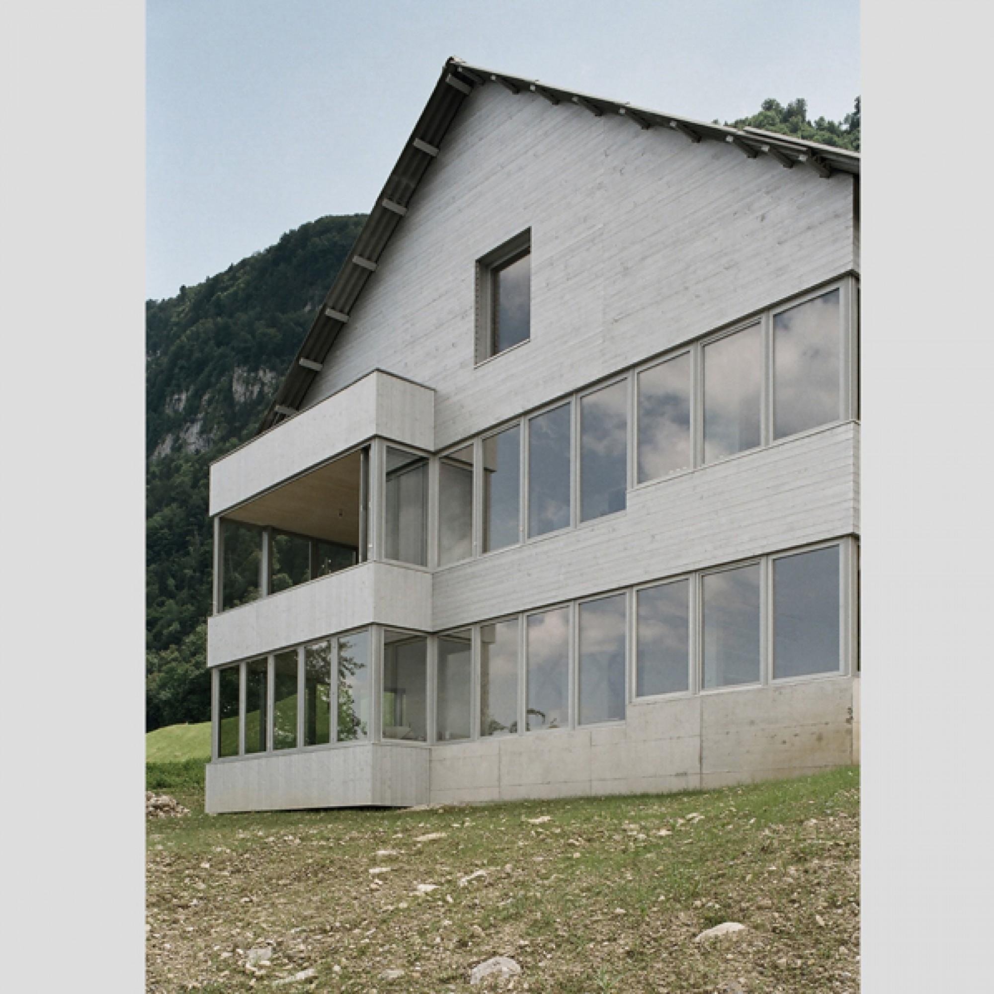 Wohnhaus Vorderberg, Kehrsiten; Architekt: Marco Merz, Basel; (zvg)