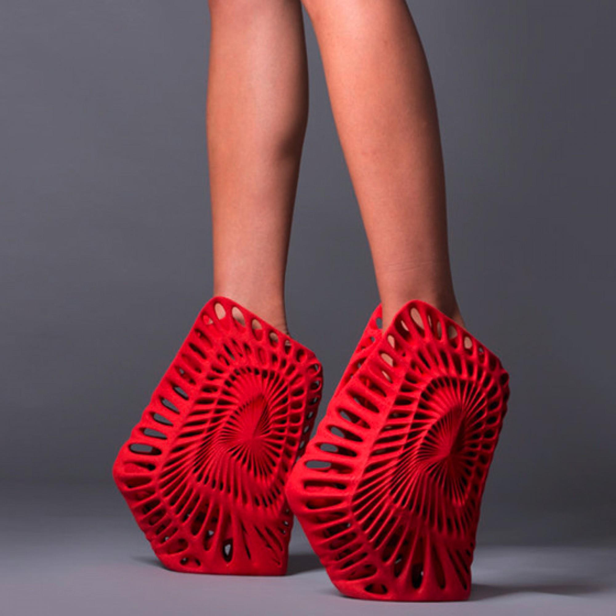 ...und Romeros Schuhe sollen an Jarhmillionen alte Fossilien gemahnen. (zvg)
