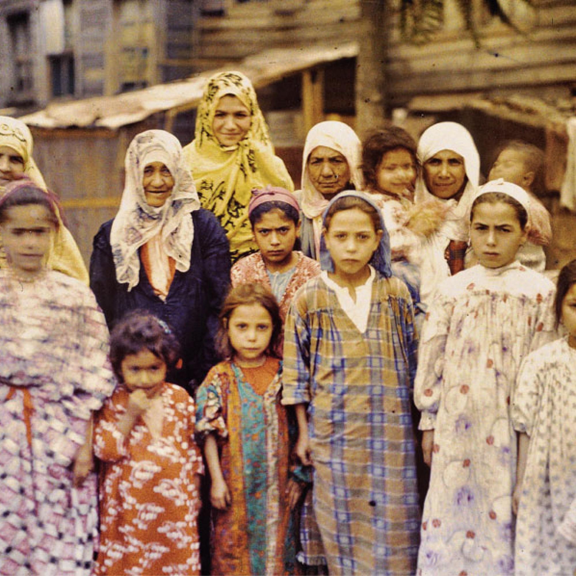 Stéphane Passet, Türkei, Istanbul, Gruppe armenischer Frauen und Mädchen Albert Kahn, September 1912.  (Musée Albert-Kahn, Département des Hauts-de-Seine)