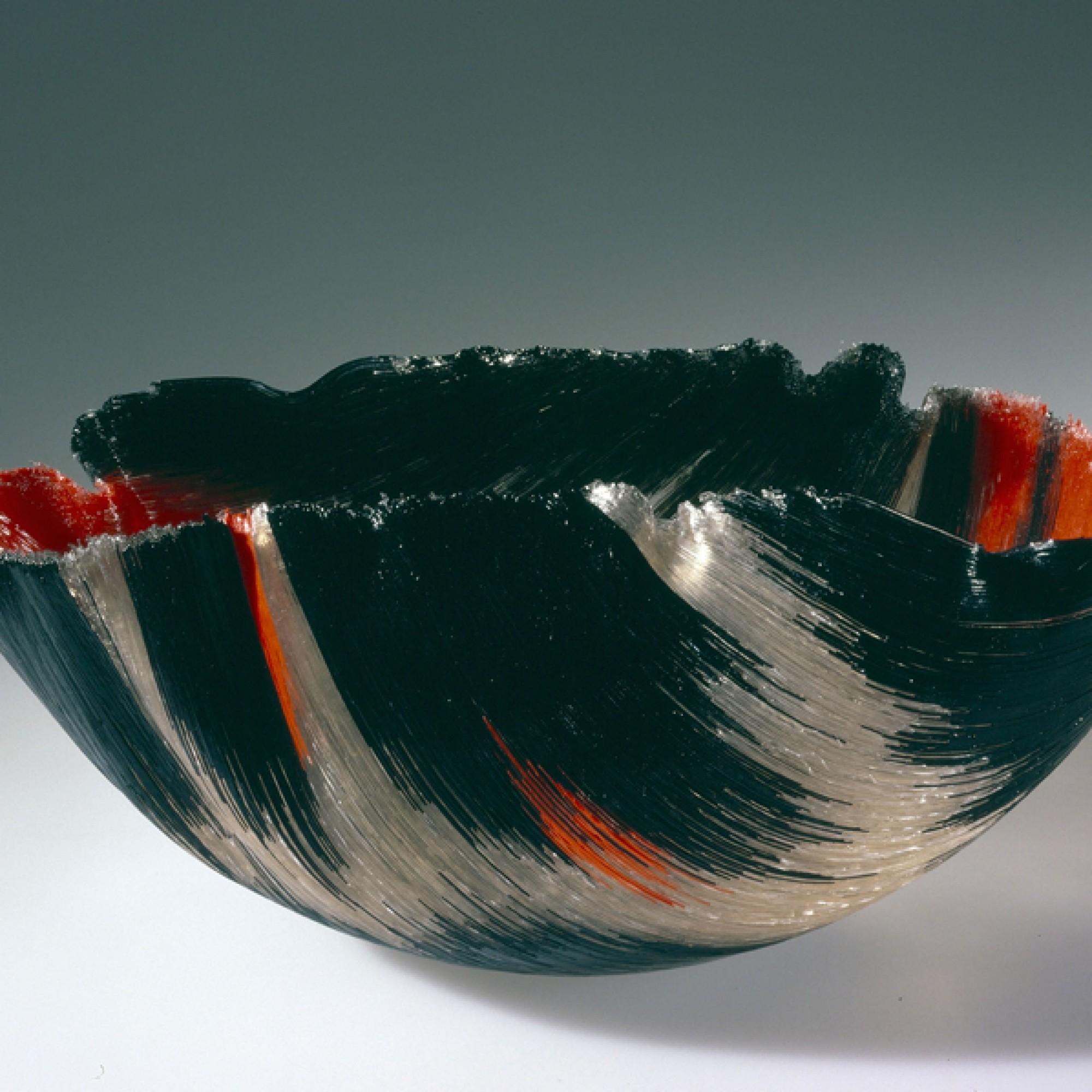 Mary Ann Toots Zynsky, Schale Tierra del fuego, Glasfäden,1988. (Museum für Gestaltung Zürich, M.Perez)