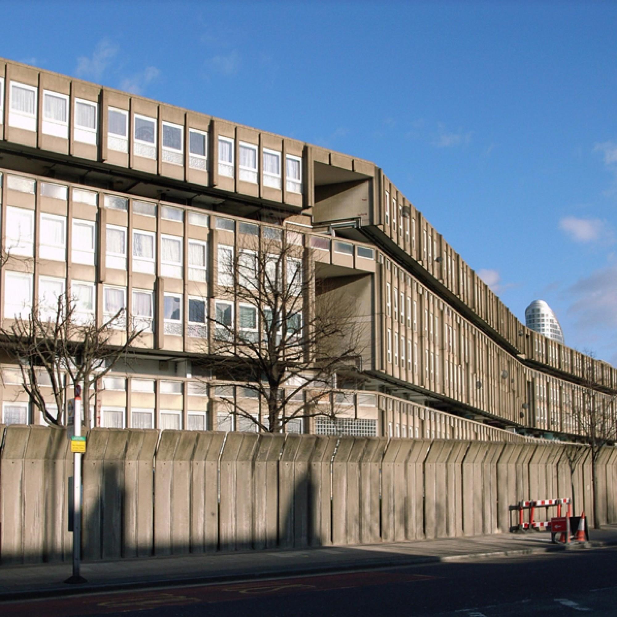 Prägendes Element der Fassade sind die Fensterrahmen.  (stevecadman, wikimedia.org, cc-by-sa-2.0)