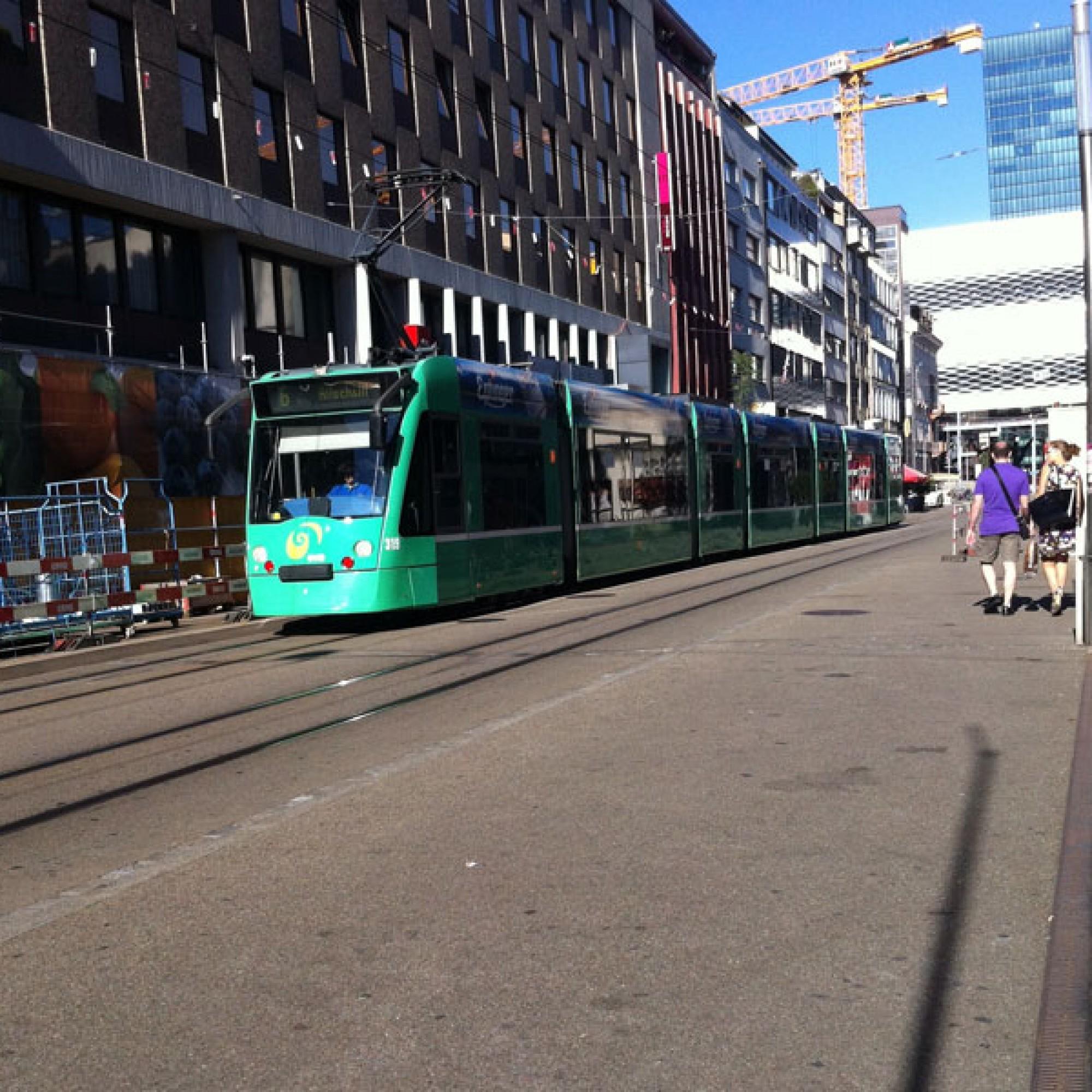 Die neuen Arbeitsplatz- und Wohngebiete in Basel sollen gut mit dem öffentlichen Verkehr erschlossen werden (flickr.com, Maria Keays, CC)