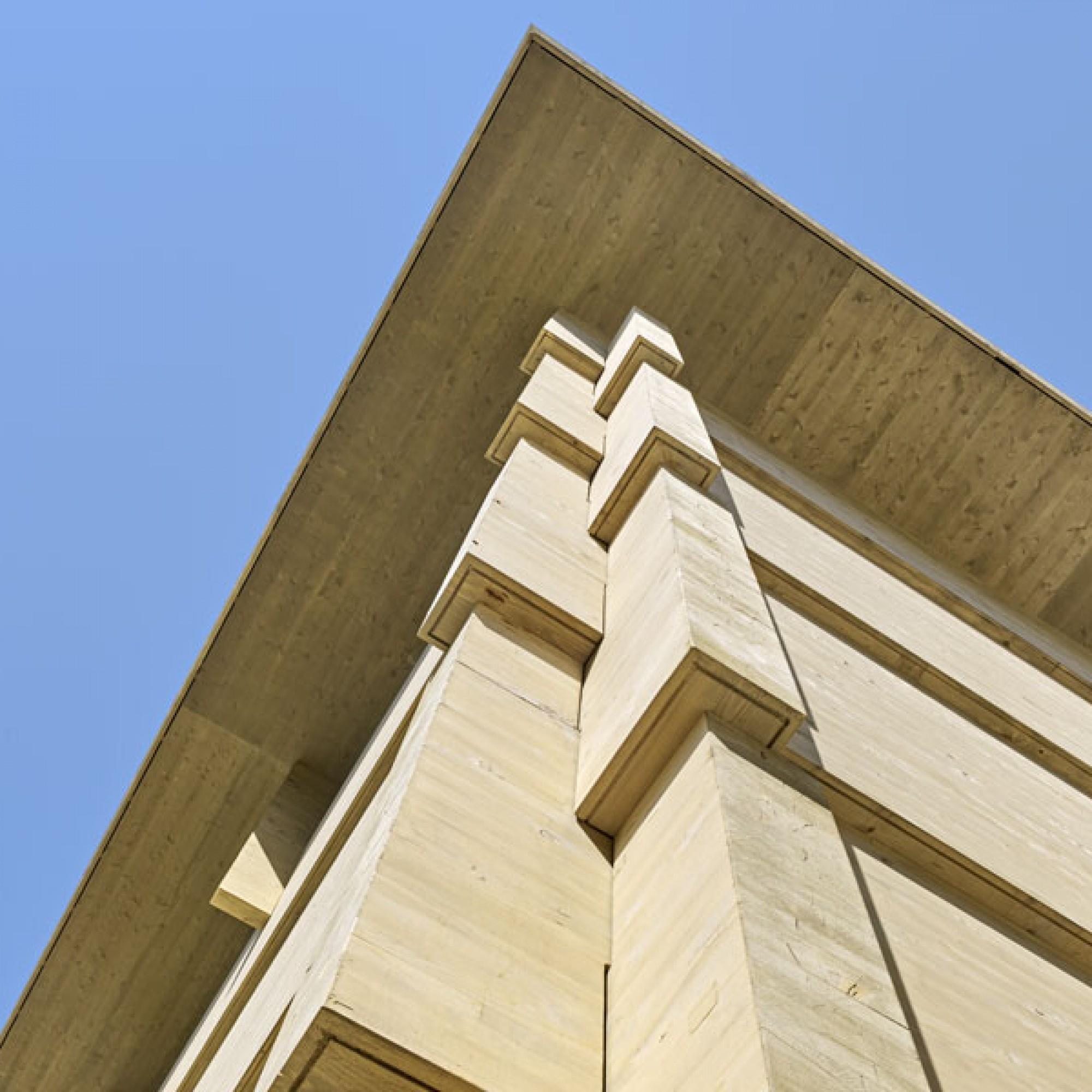 Übergross: 10 Meter hoch, 30 Meter lang und 16,5 Meter breit ist die Holzkonstruktion (Rossetti + Wyss/Jürg Zimmermann)