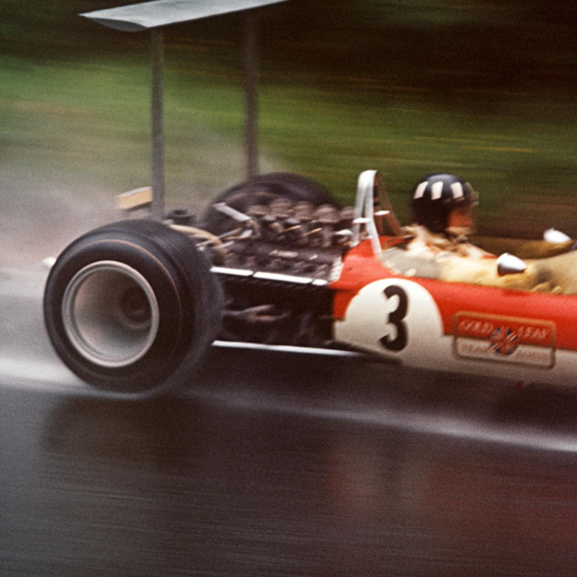 Graham Hill am Grossen Preis von Deutschland auf dem Nürburgring in seinem Lotus-Ford Cosworth 49B von 1968. (motorsportfriends.ch, Museum im Bellpark)