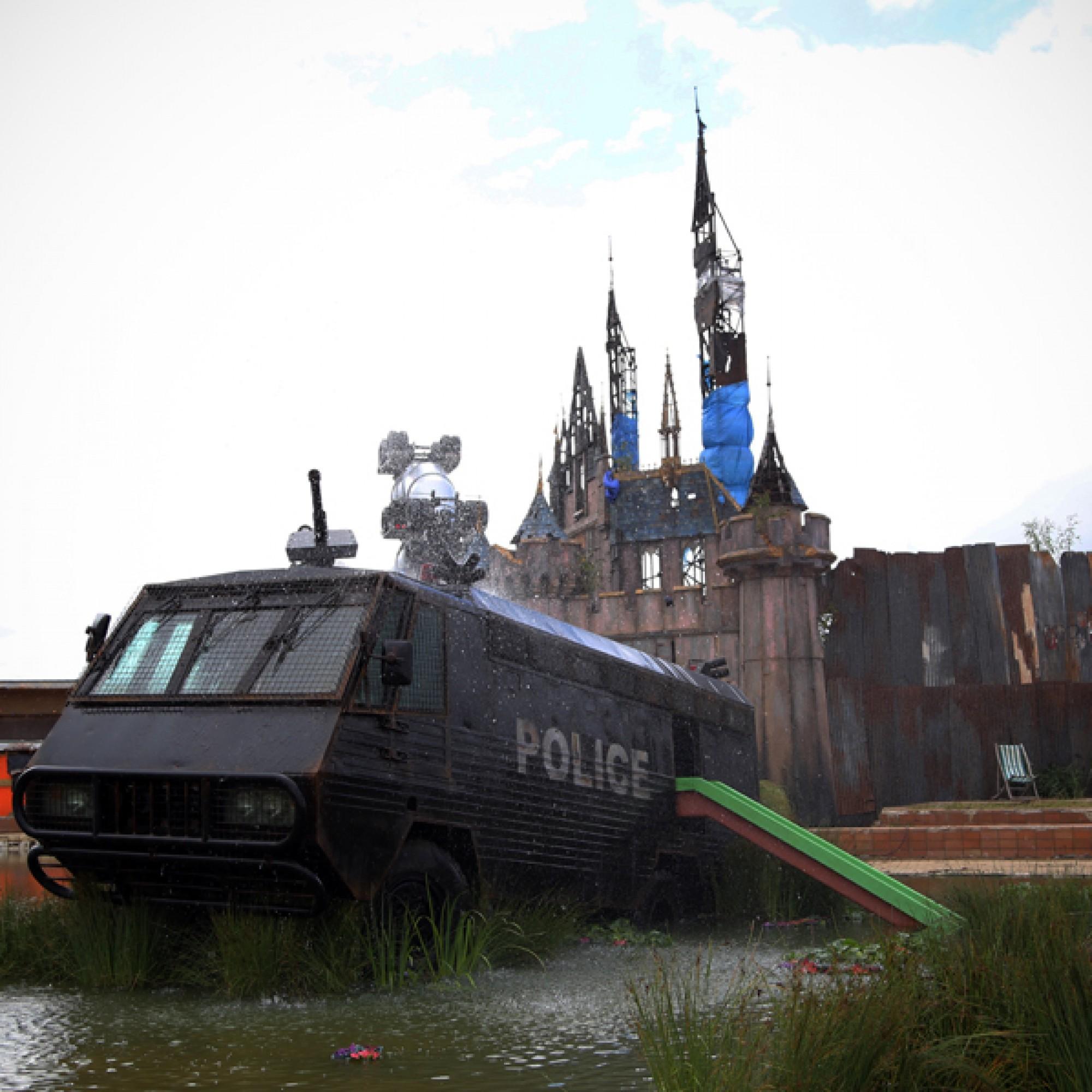 Polizeiauto mit Rutschbahn... (byrian, flickr, CC)