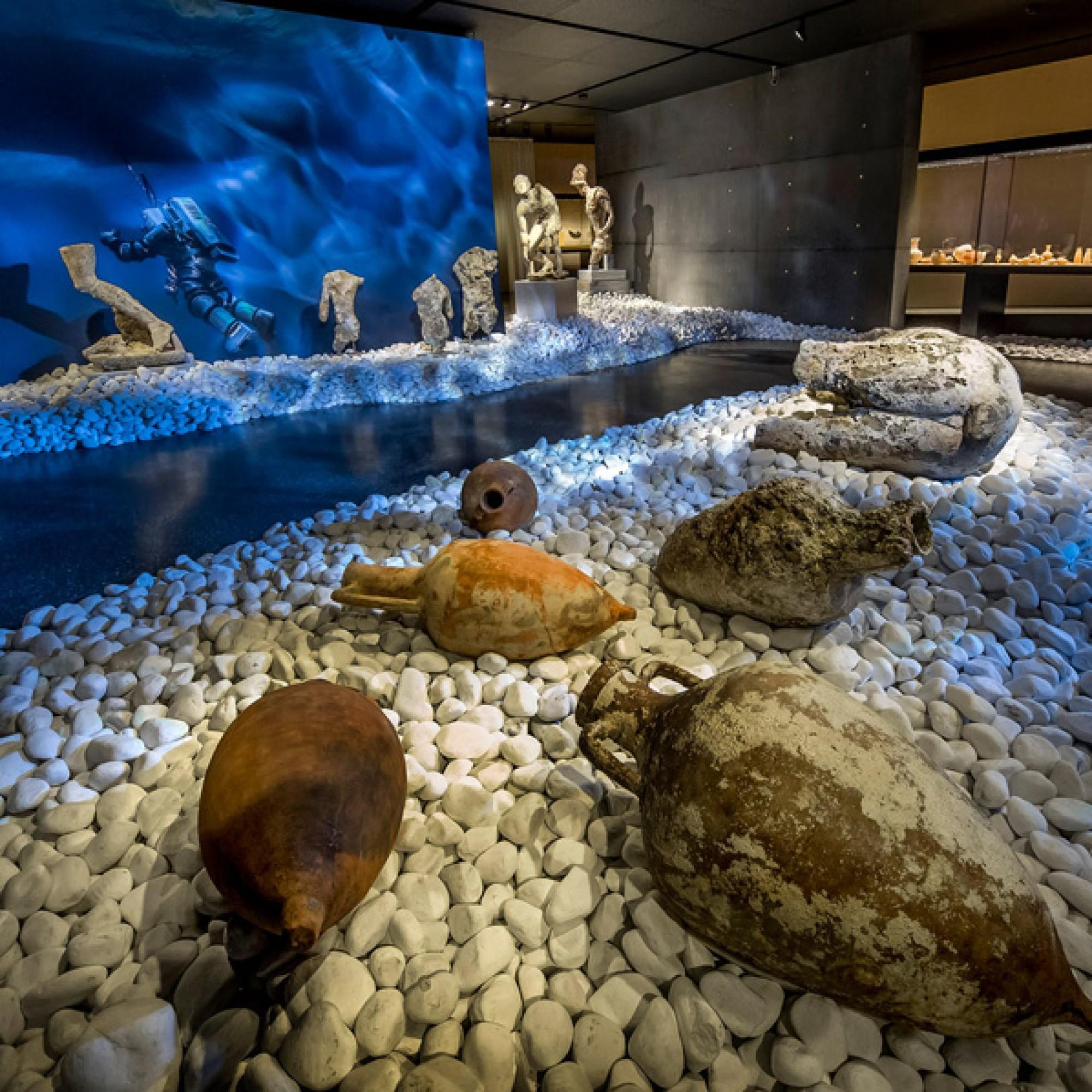In seiner aktuellen Ausstellung lädt das Antikenmuseum Basel zu einem Tauchgang auf den Meeresgrund ein. (Antikenmuseum Basel)