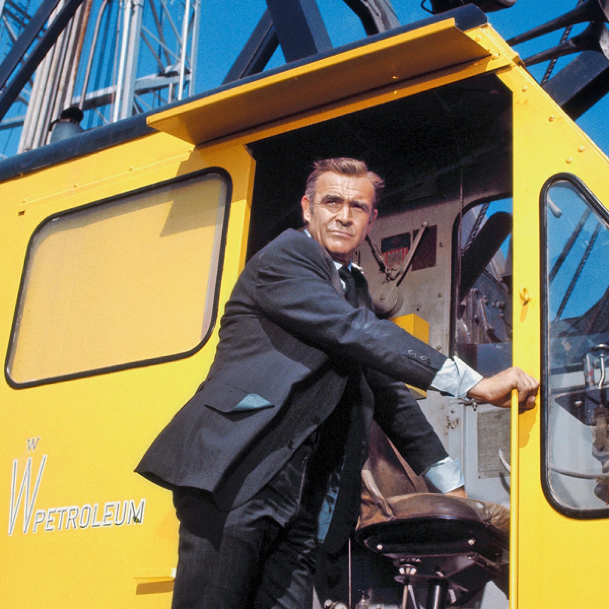 James Bond (Sean Connery) beseitigt in «Diamonds are forever» den Meta-Schurken Blofeld mit einem Hydroseilbagger.