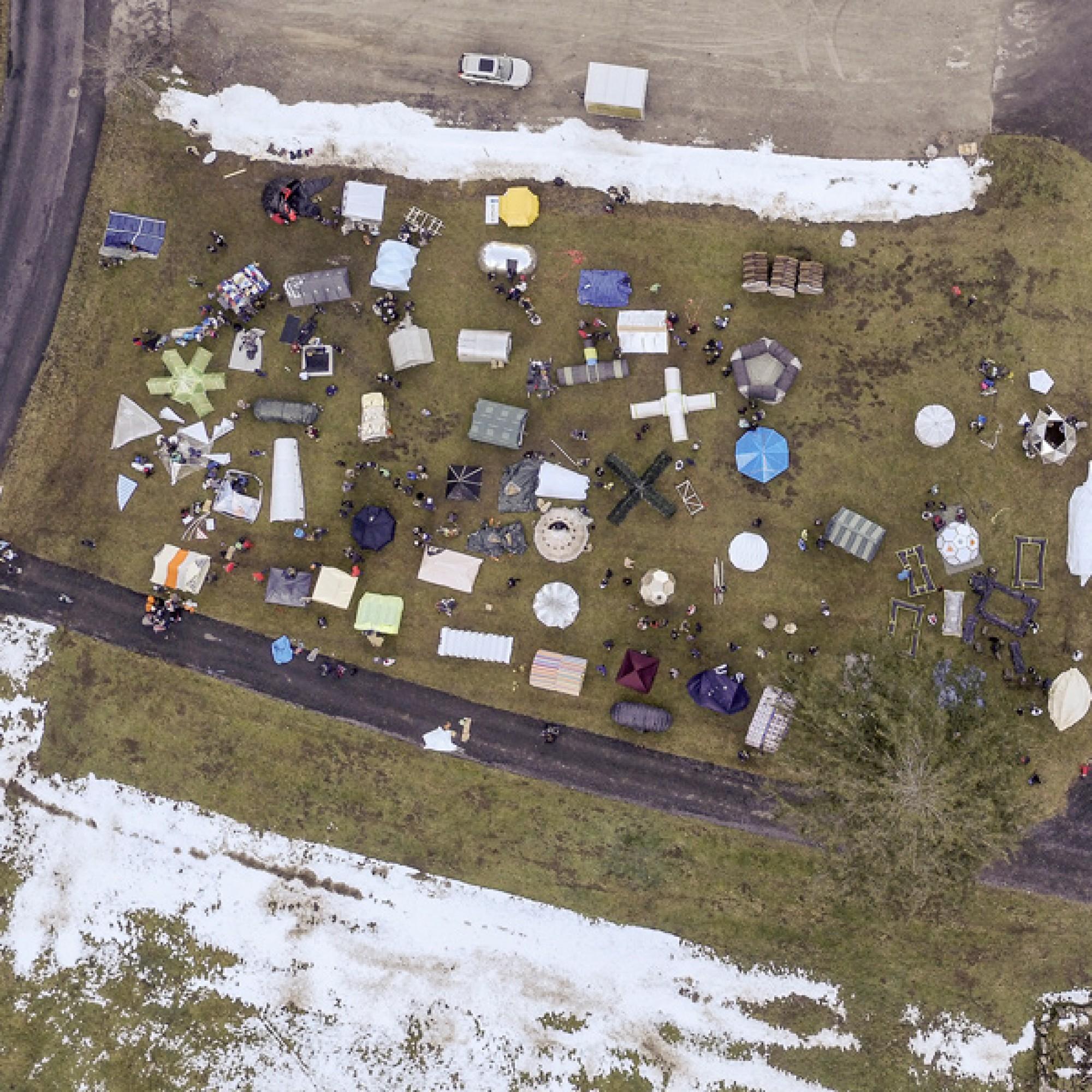 Viele, viele bunte Biwaks: das Basislager. (Daniel von Känel / HSLU)