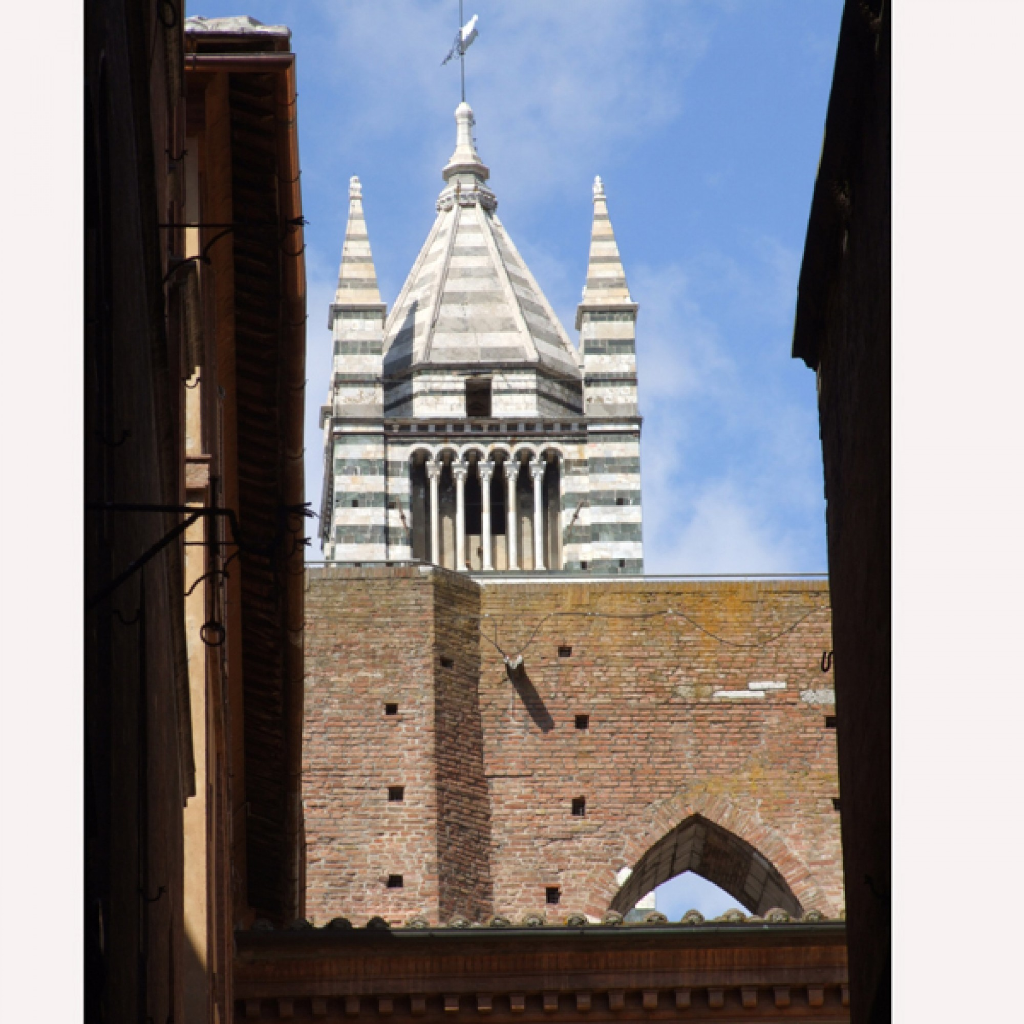 . Gut zwei Millionen Euro werden für die Restaurierung der antiken Stadtmauer von Siena benötigt. (Foto: Jens Bredehorn-Pixelio))