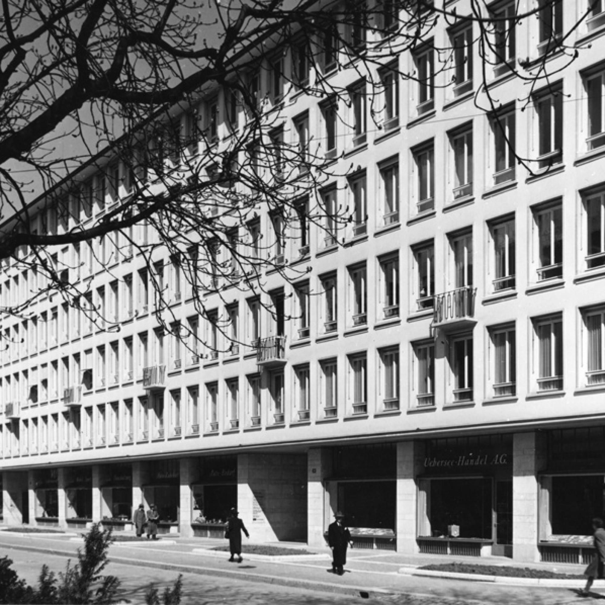 Talstrasse Zürich,1947: Gleich das erste  von Karl Steiner  gebaute Büro- und  Geschäftshaus erhält  die Auszeichnung  guter Bauten  der Stadt.  (Bild aus Steiner-Jubiläumsbuch)