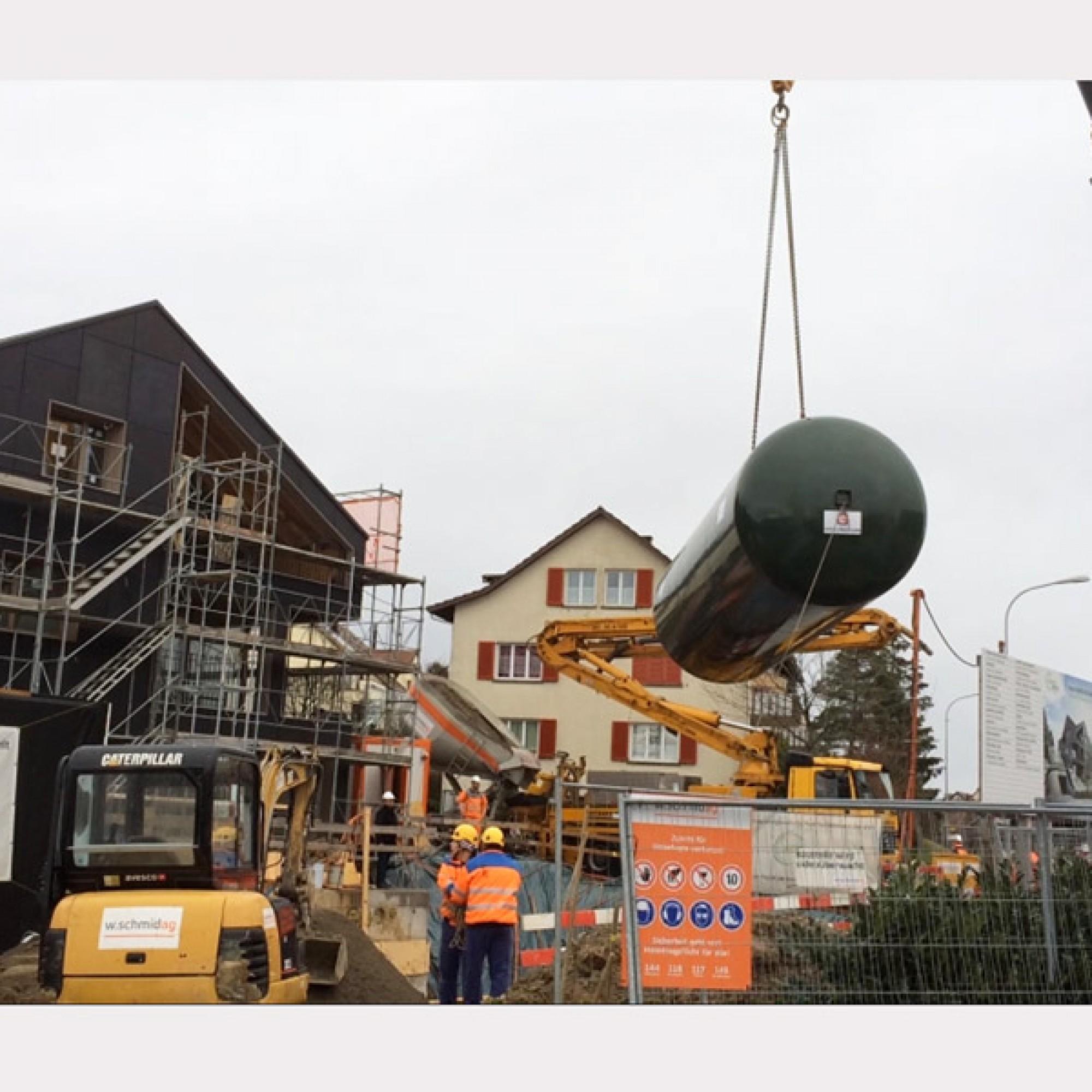 Die Wasserstofftanks werden angeliefert (Bilder zvg)