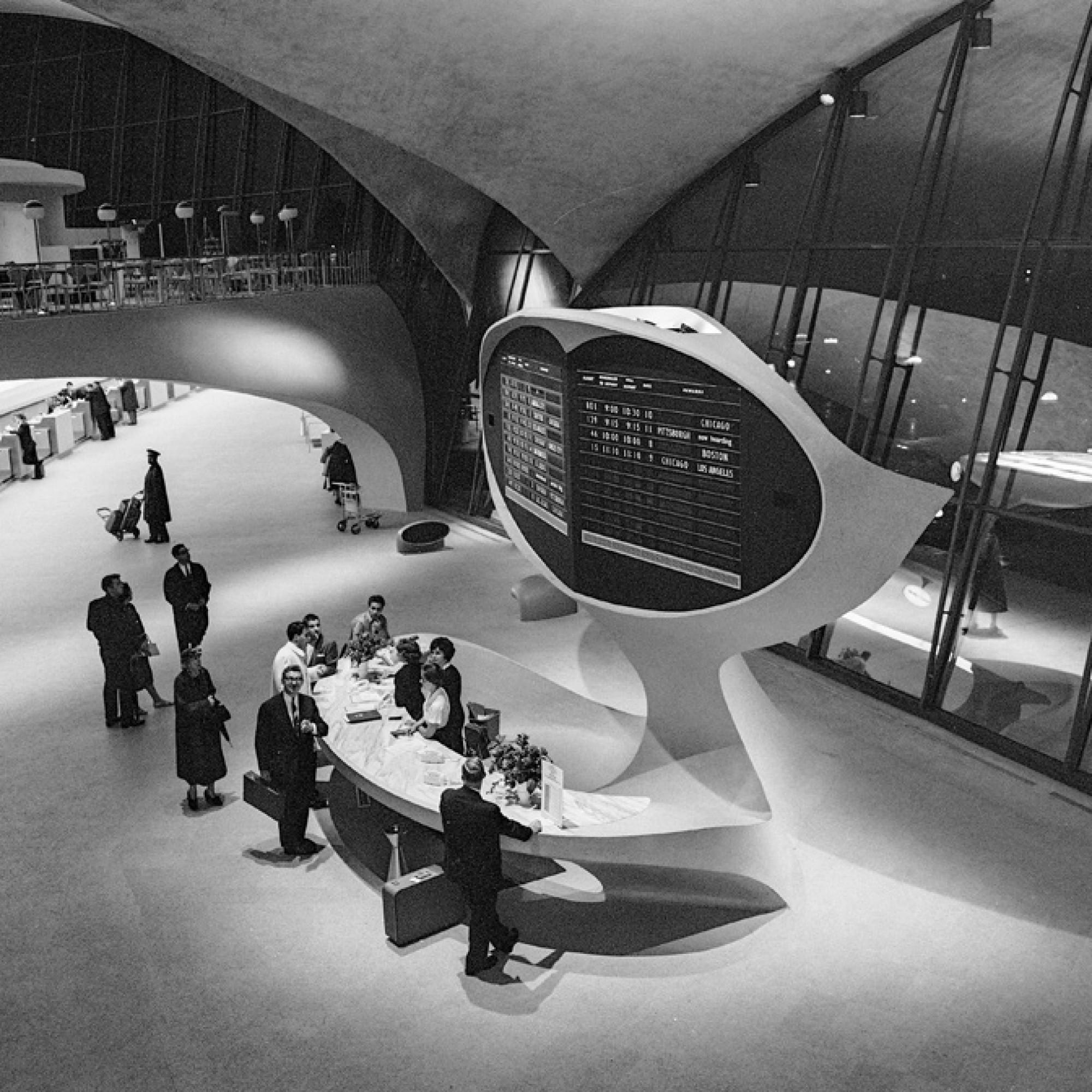 Anzeigetafel mit Informationsschalter, TWA Flight Center, circa 1962 © Library of Congress, Prints & Photographs Division, Balthazar Korab Archive at the Library of Congress, LC-DIG-krb-00617