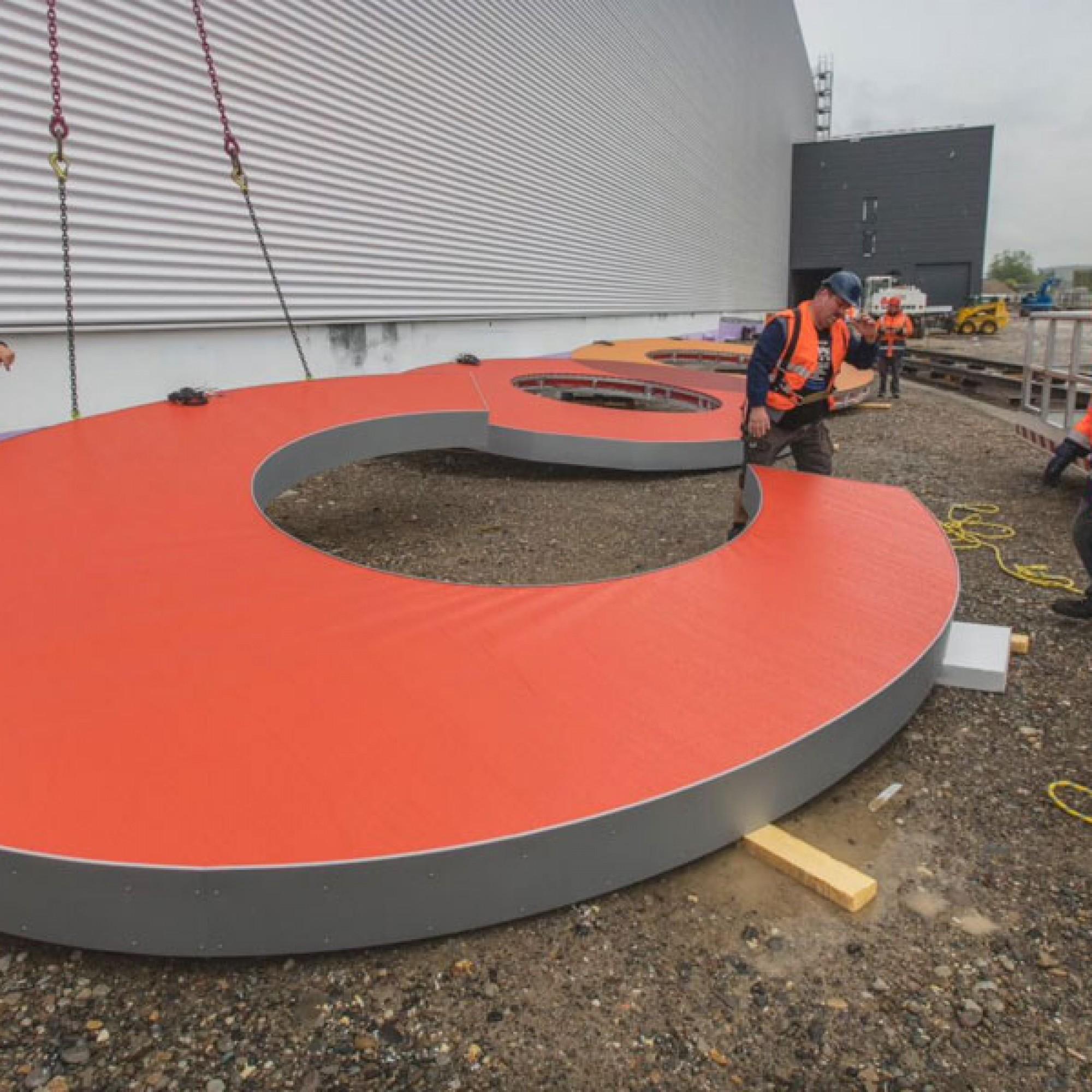 Die einzelnen Buchstaben sind zwischen 5 und 6,4 Meter hoch und bringen durchschnittlich 750 Kilogramm auf die Waage (Coop)