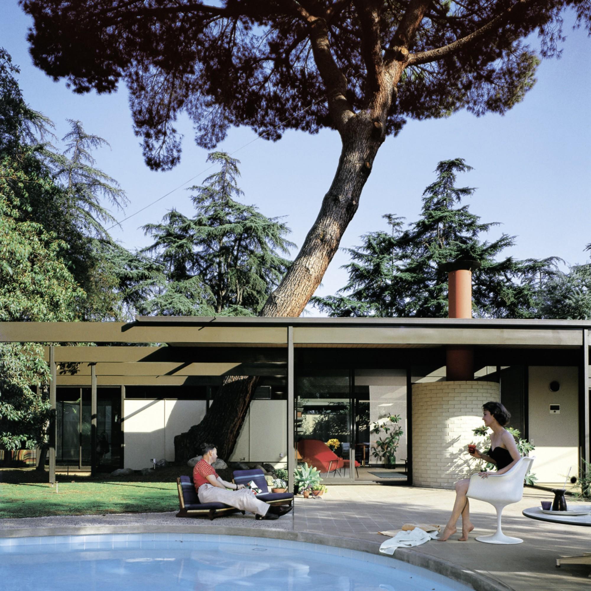 """Perfekte Sommernachmittagsidylle im  """"Bass House"""". (Julius Shulman, Getty Research Institute / Taschen Verlag)"""
