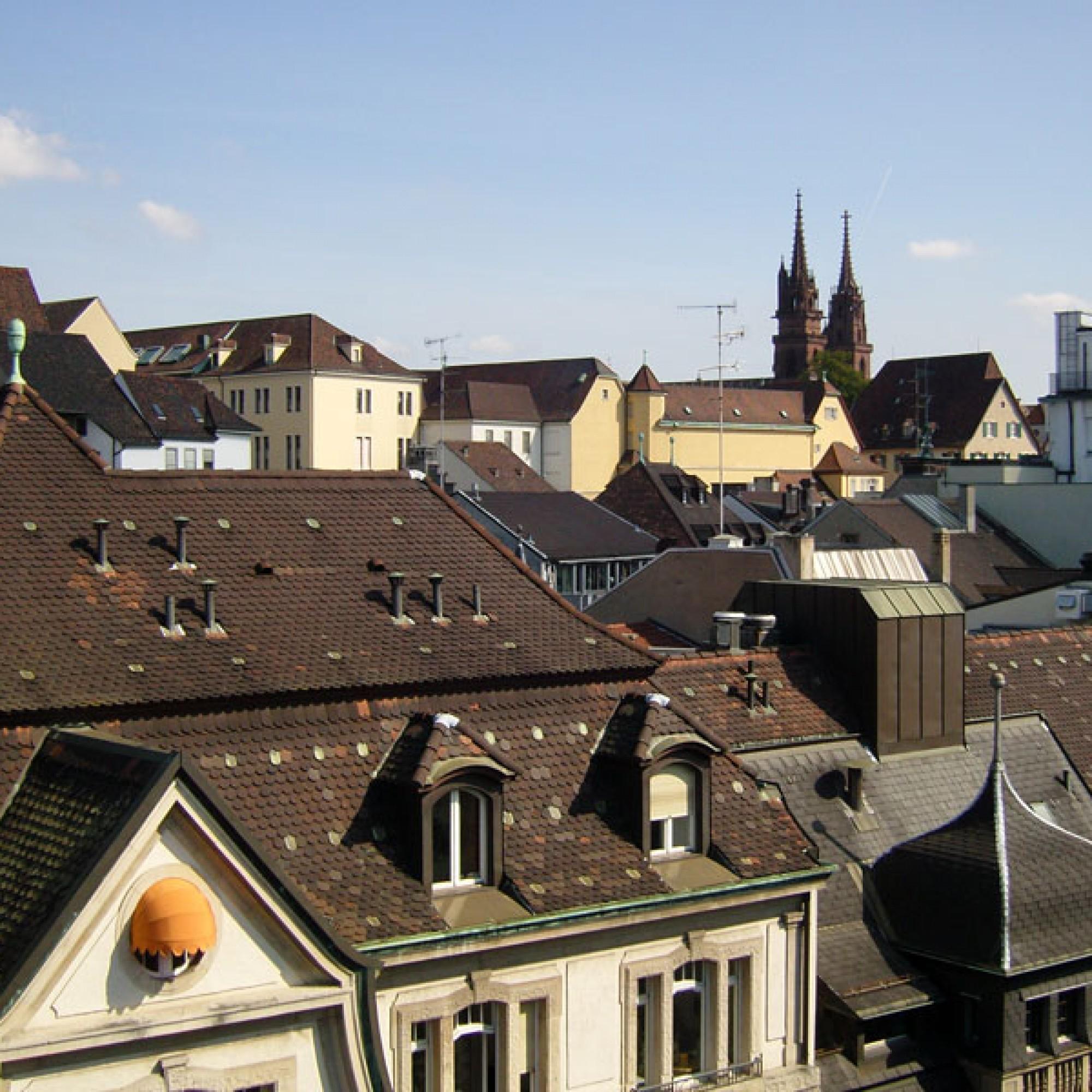 Dachlandschaft in Basel mit dem Münster (Staatskanzlei Basel-Stadt)