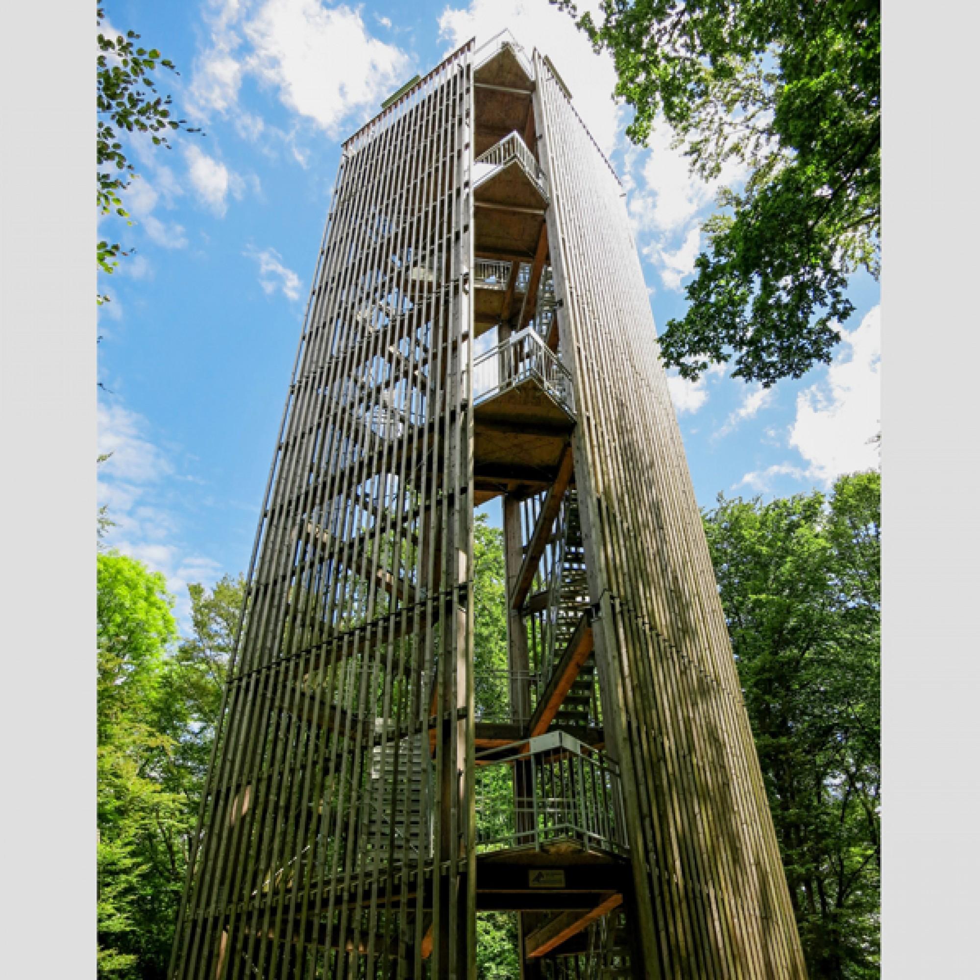 109 feuerverzinkte Treppenstufen führen zur Aussichtsplattform. (Tschubby CC BY-SA 3.0, comons.wikimedia.org)