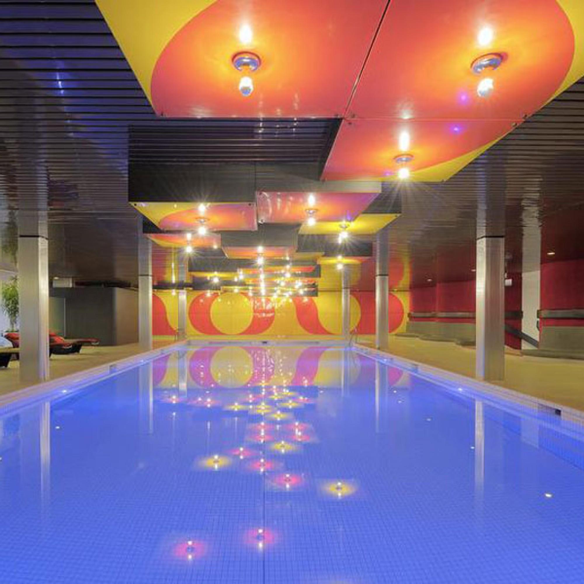 """Bei manchen Anlagen  - im Bild der Pool im """"Radisson"""" - wurde der Hebel angesetzt (Radisson Blu Basel)"""