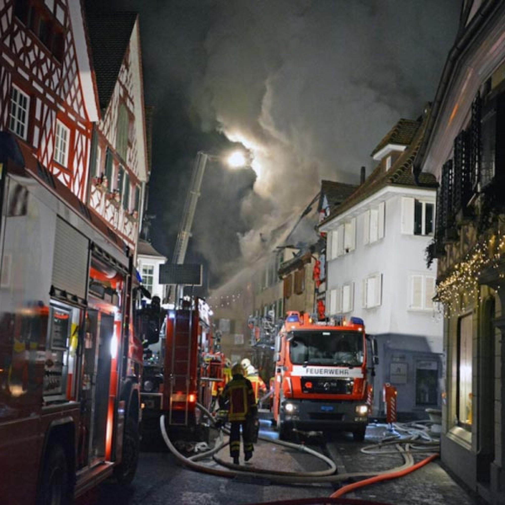160 Männer der Feuerwehren Steckborn, Diessenhofen, Frauenfeld und Kreuzlingen waren beim Grossbrand im Advent 2015 in der Steckborner Altstadt im Einsatz.