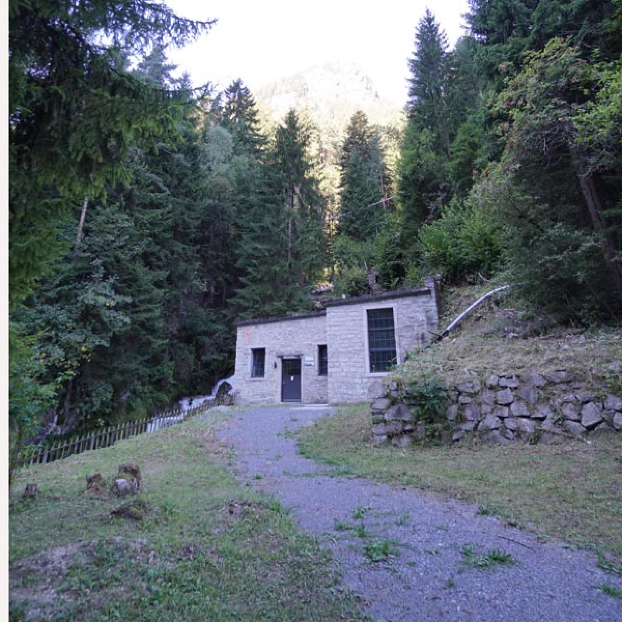 Die Karbidfabrik verfügte über ein eigenes Kaftwerk. Es ist immer noch in Betrieb.