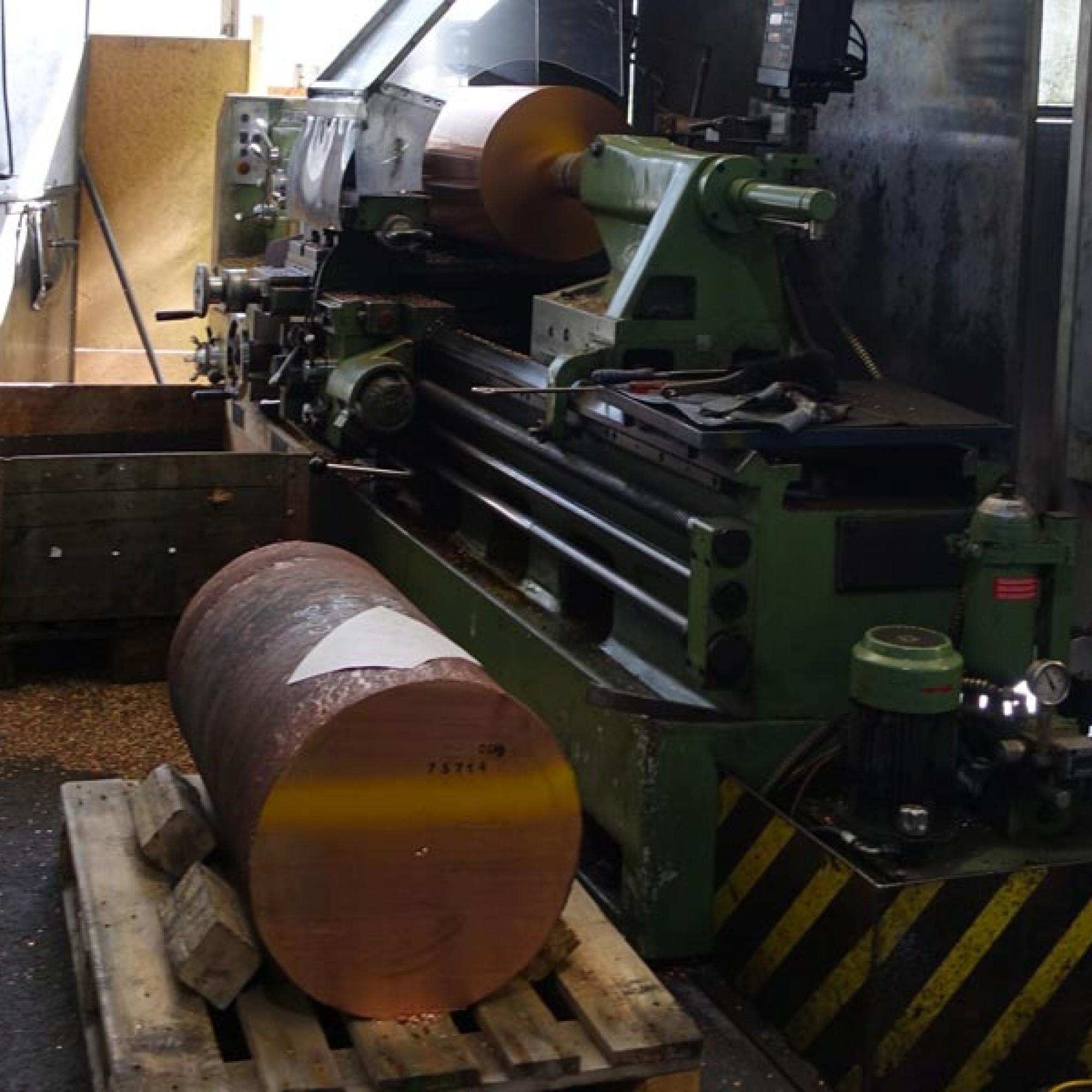 Das Unternehmen ist auf die Herstellung von Hochleistungs-Werkstoffen  spezialisiert.