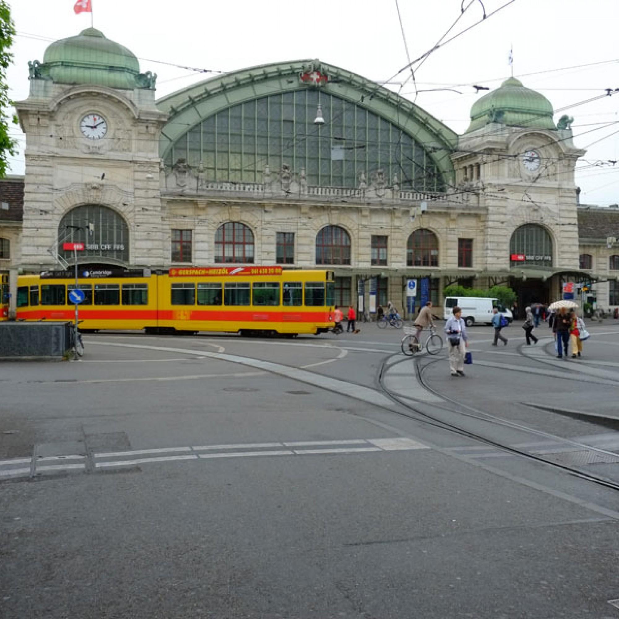 Der Car-Terminal soll optimal mit dem öffentlichen Verkehr verknüpft werden. Bild: Bahnhof Basel SBB (Urs Rüttimann)