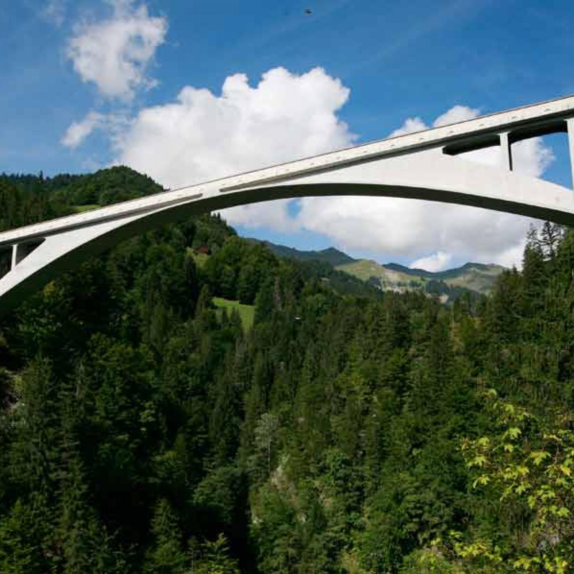 Die Salginatobelbrücke gilt als Meilenstein der Ingenieursbaukunst. (Rama, CC BY-SA 2.0, Wikimedia)