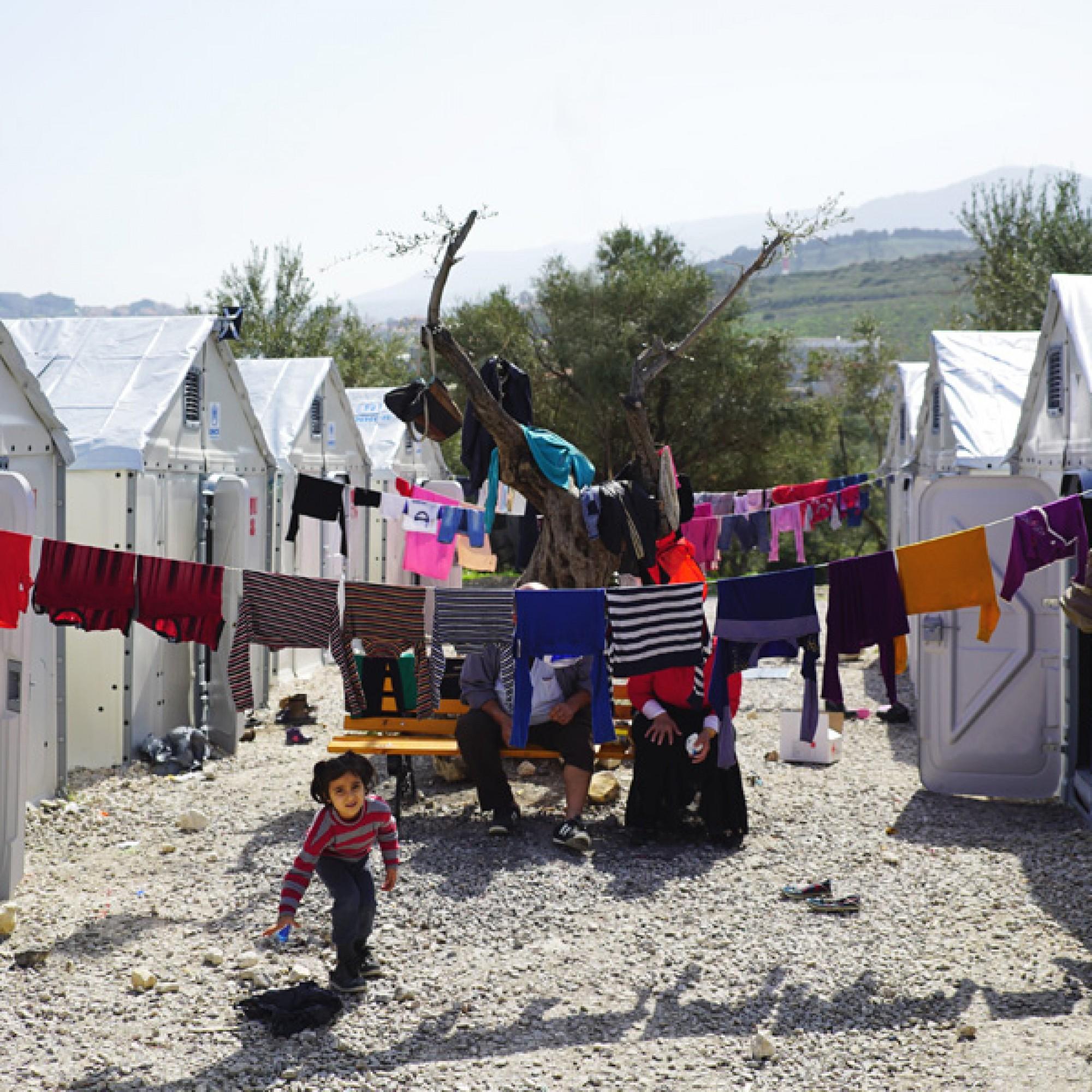 """Die """"Better Shelters"""" auf Lesbos in einem Flüchtlingslager. (bettershelter.org)"""