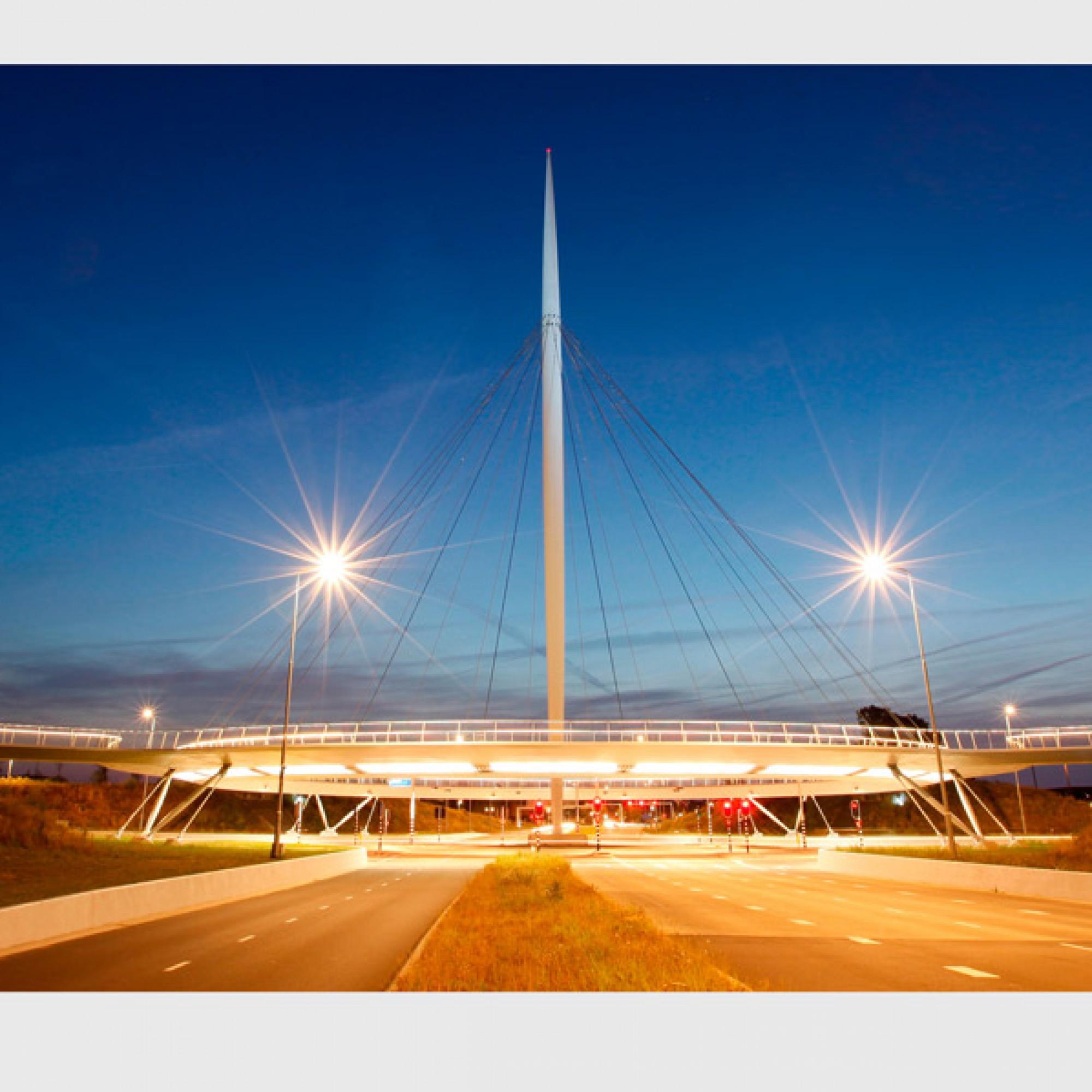 Radbrücke Hovenring in Eindhoven NL, Design ipv Delft (Design). (Henk Snaterse)