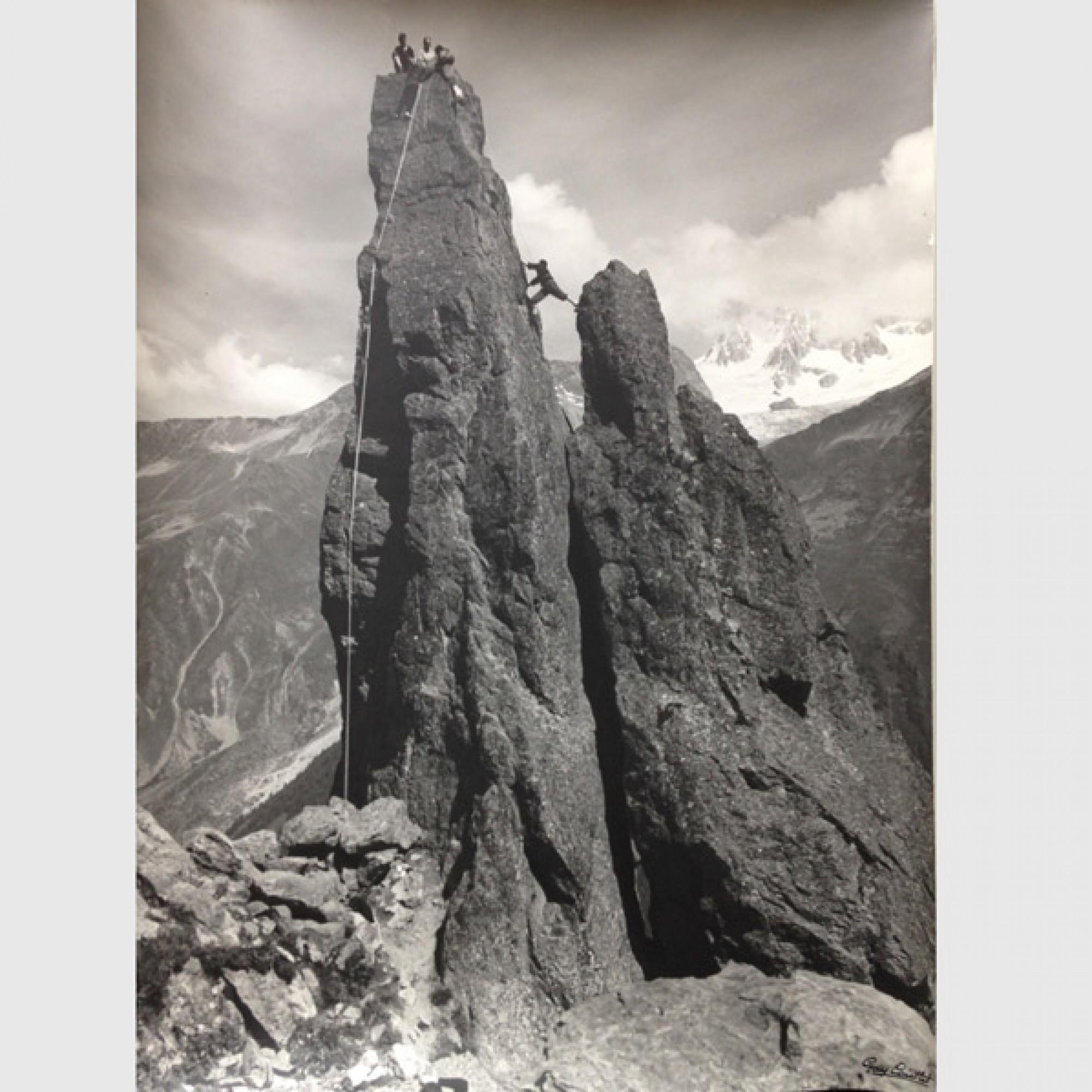 Roland Gay-Couttet,  Aiguille d'Argentière: Kletterpartie , um 1960-1970. (Hubert  Gay-Couttet und Samuel Gay-Couttet / Stadtarchiv Chamonix Mont-Blanc,  Historische Fotothek, Nachlass Gay-Couttet)