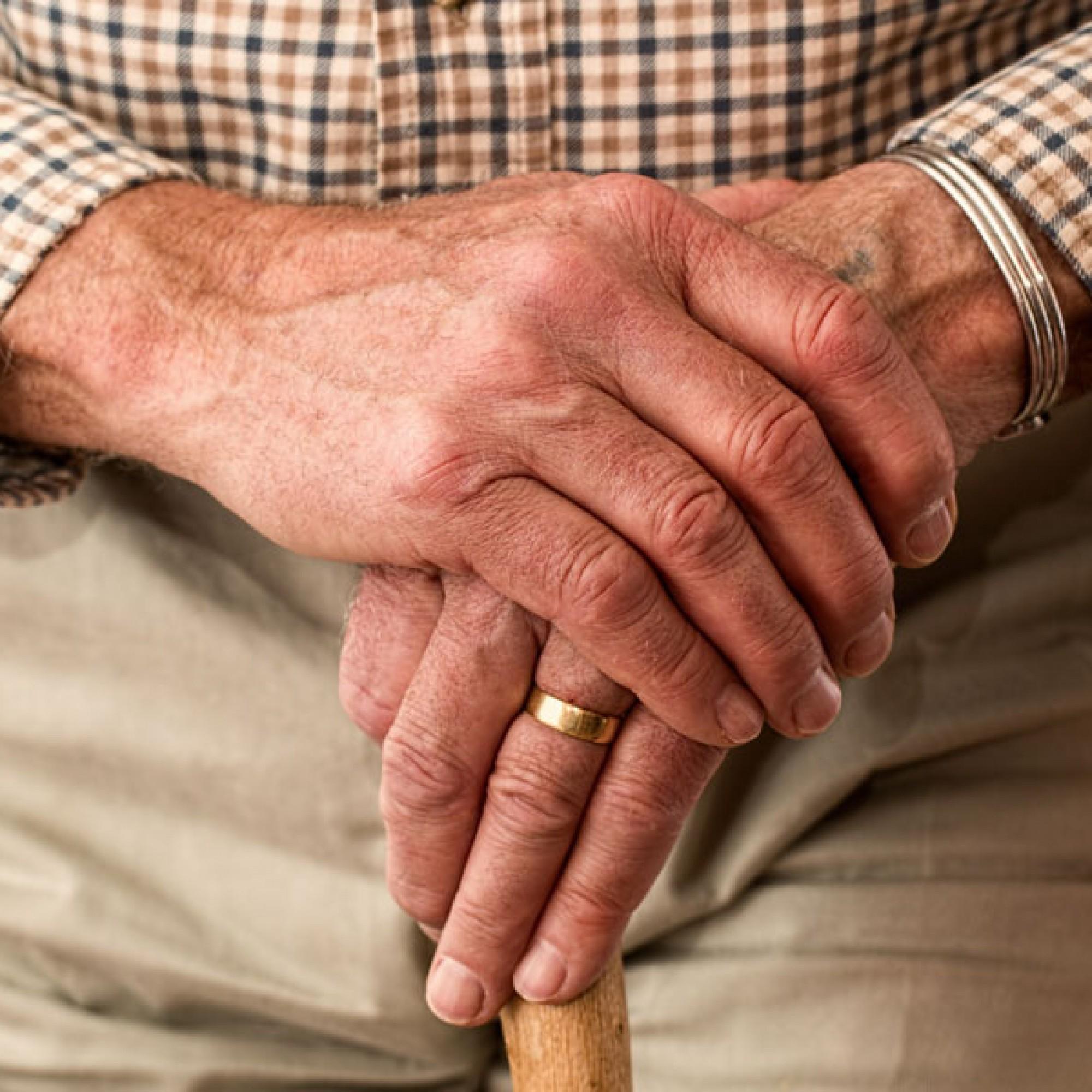 Viele Senioren bleiben wegen der niedrigen Miete in zu grossen Wohnungen (Symbolbild, gemeinfrei)