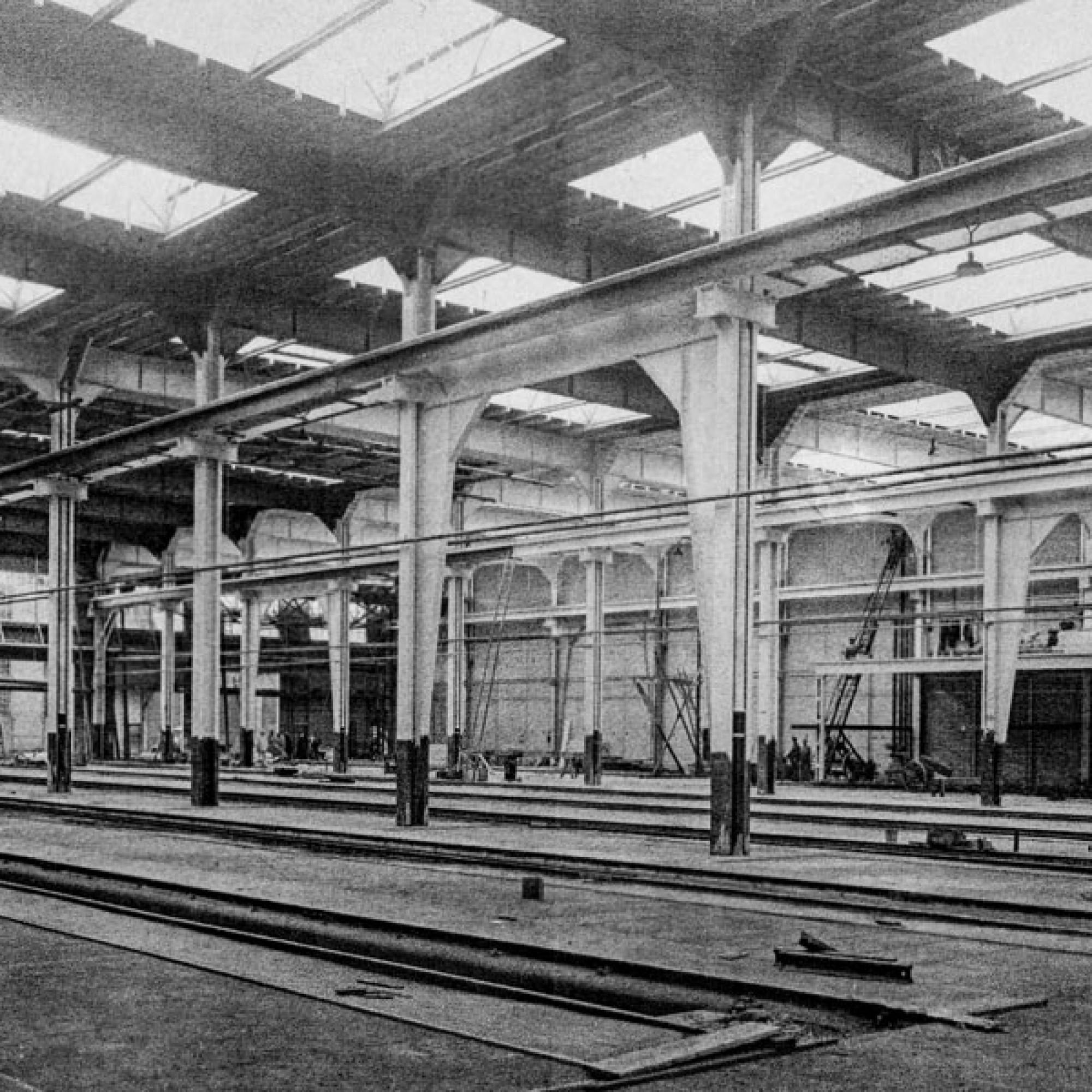 Eine fertiggestellte neue Halle der Waggonfabrik.