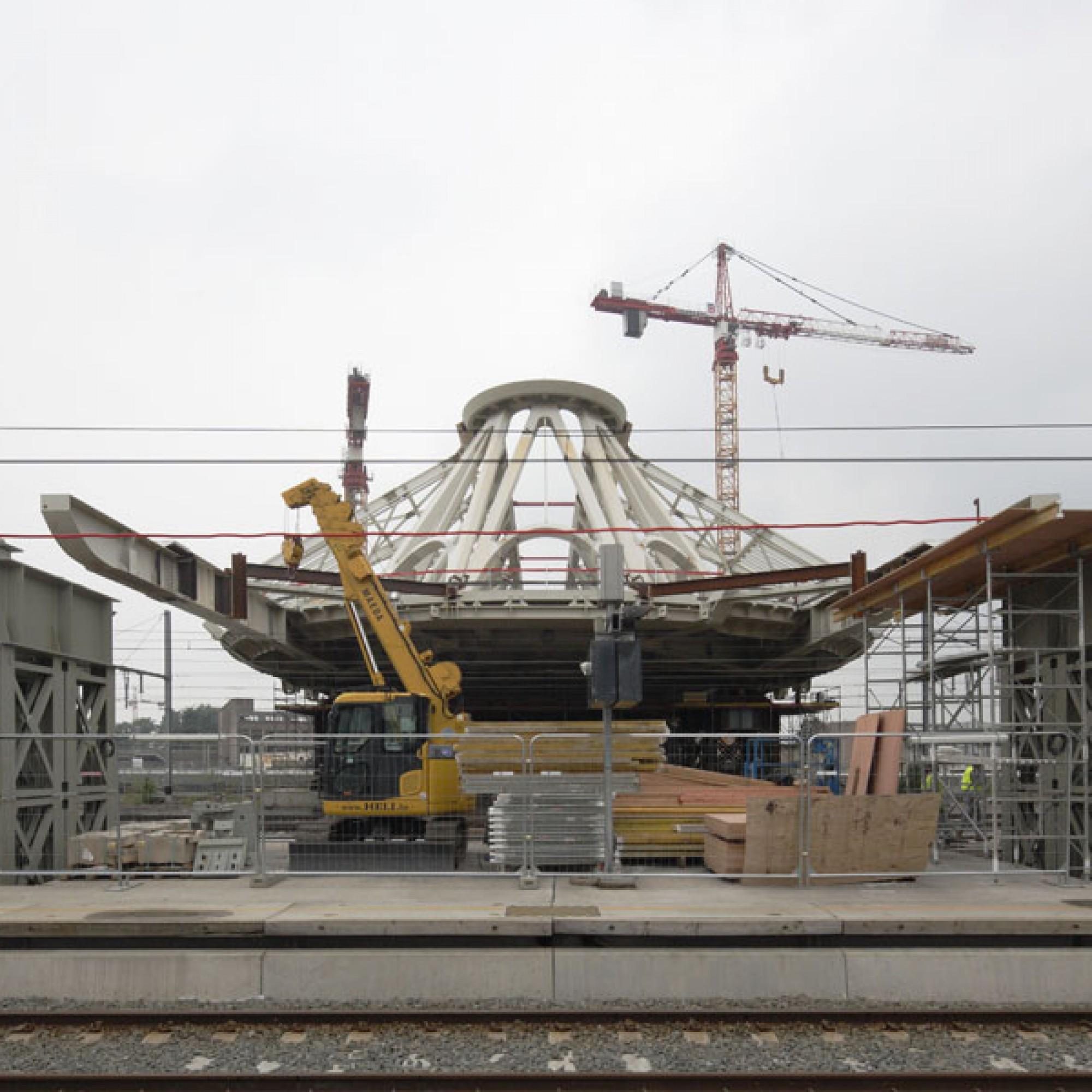 Frontalansicht der Hallenkonstruktion.