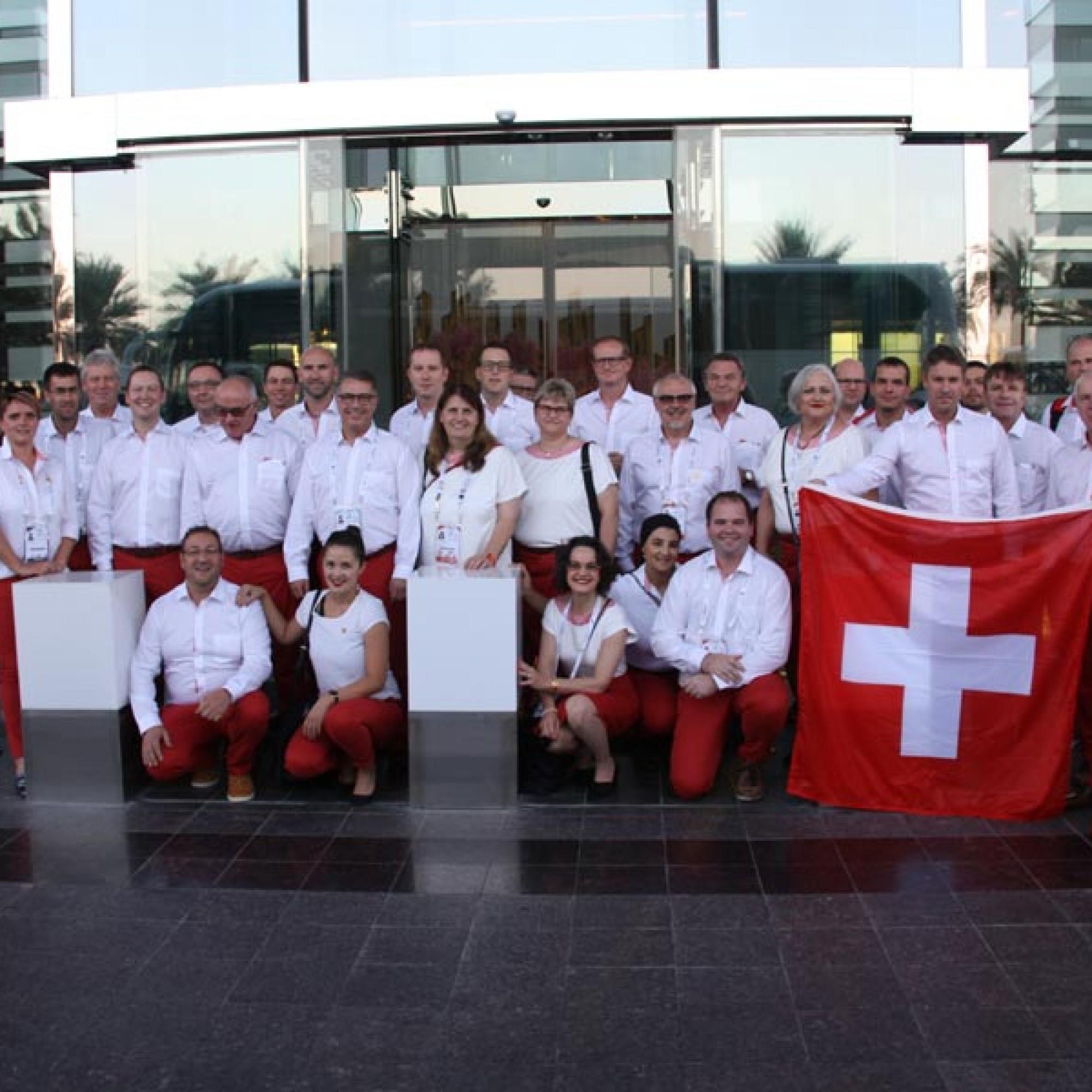 40 Experten und Delegierte unterstützen die 38 Schweizer Teilnehmer.