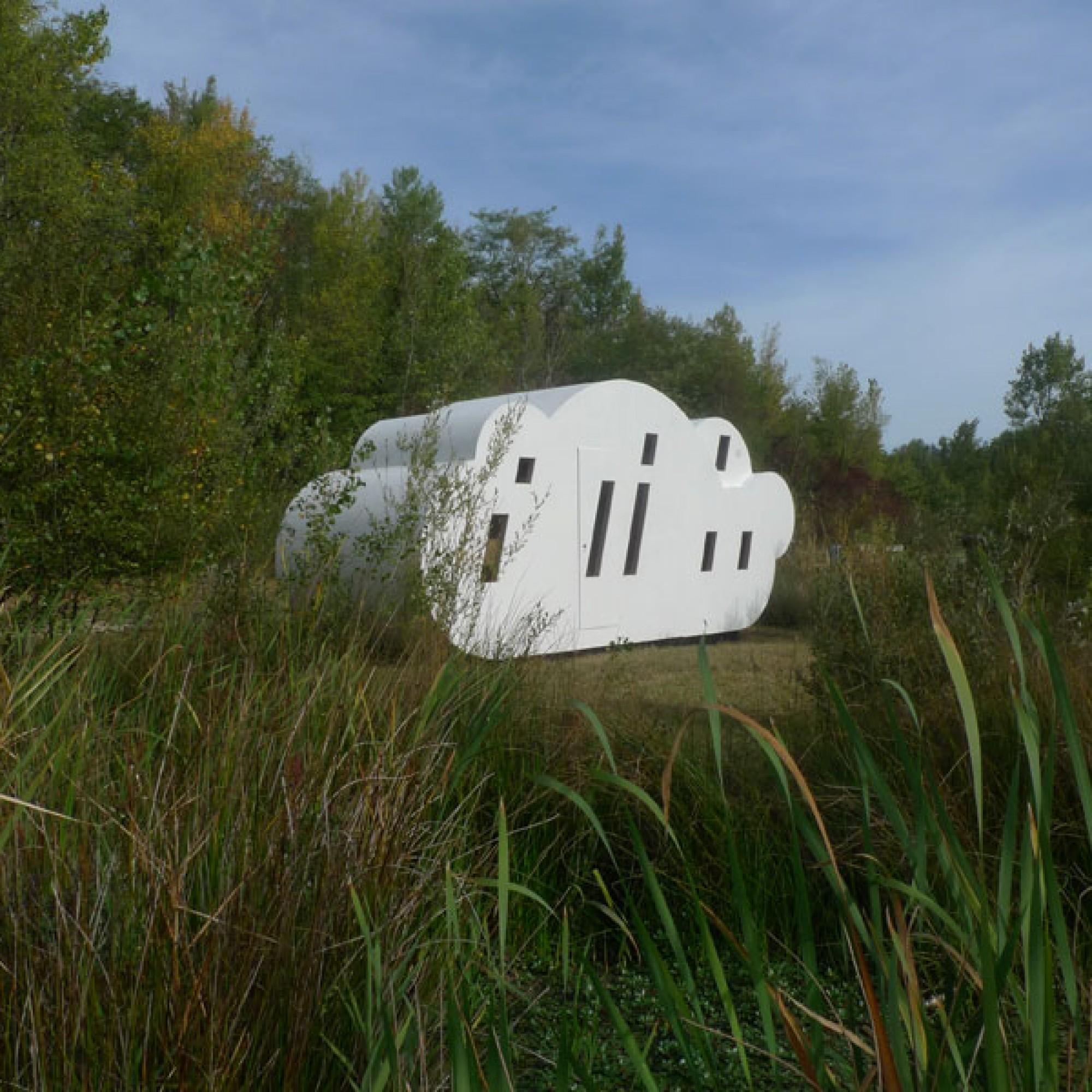Die erste Schutzhütte «Le Nuage» wurde 2001 realisiert und erinnert an eine Wolke.