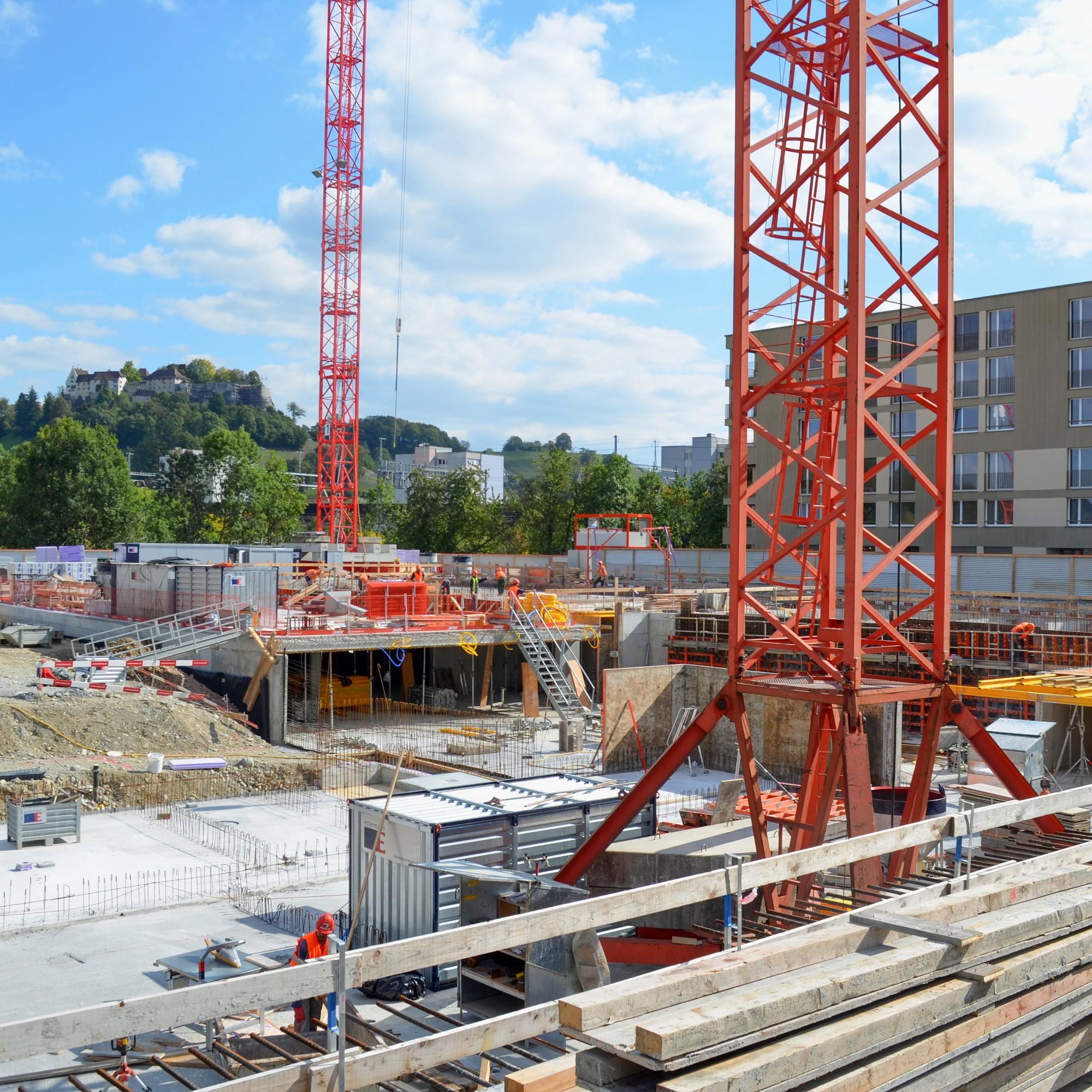 Nach wie vor boomt der Wohnungsbau inder Region Lenzburg. Auch die Nähe zu Zürich und Aarau macht den Ort zu einer bevorzugten Wohngegend. Allerdings erhöhte sich bei Einfamilienhäusern die Leerstandsquote.
