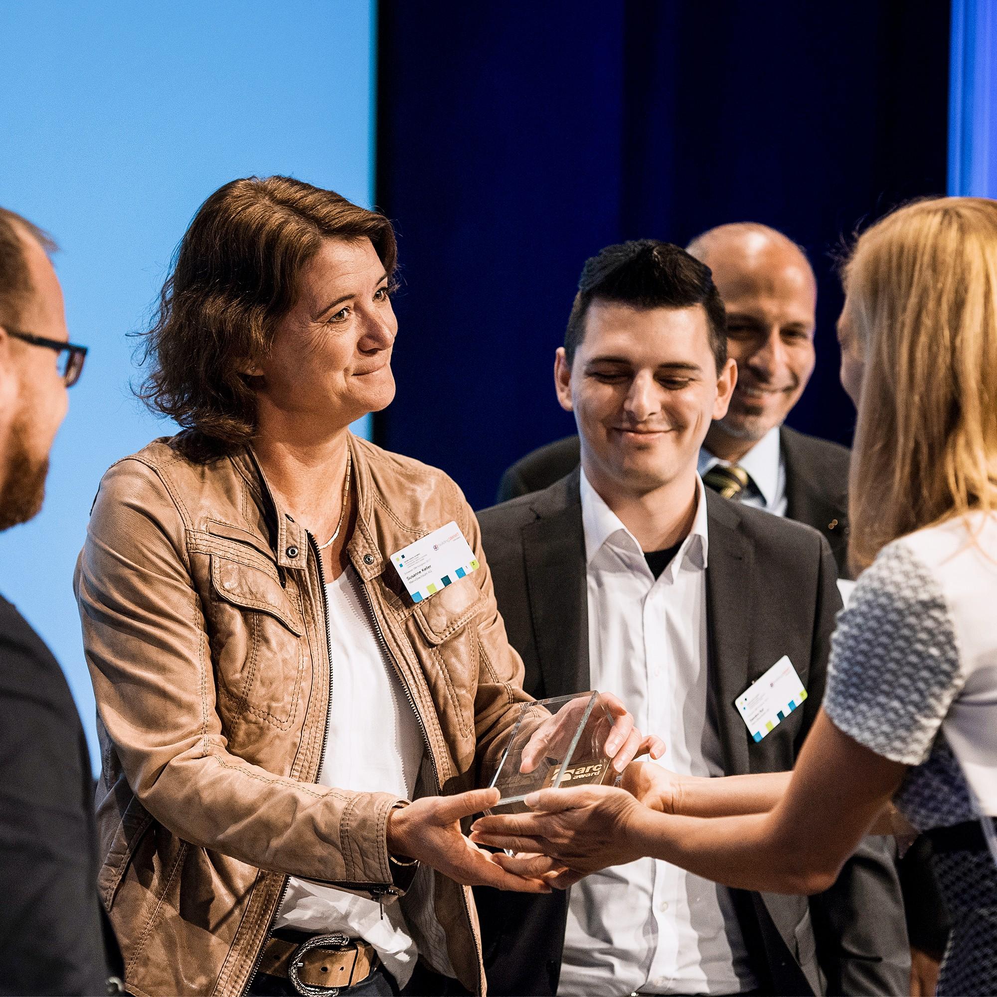 Das Team von Itten+Brechbühl gewinnt für ihr Projekt «Headquarters Scott Sports SA» in freiburgischen Givisiez den Goldpreis in der Kategorie «Kollaboration».