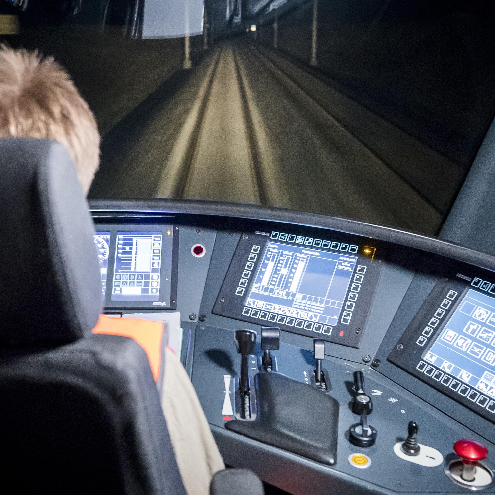 Testfahrt eines Schnellzugs mit neuem Assistenzleitsystem für Lokführer auf der SBB-Bahnstrecke zwischen Bern und Olten.