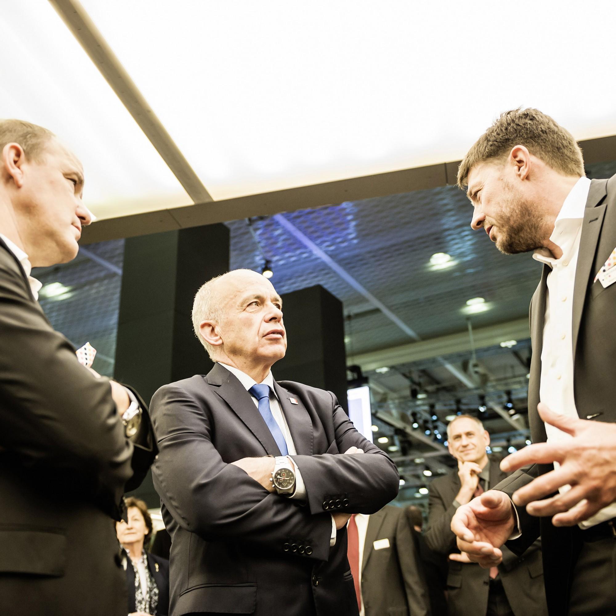 Bundesrat Ueli Maurer (Mitte) eröffnet die Swissbau 2018.