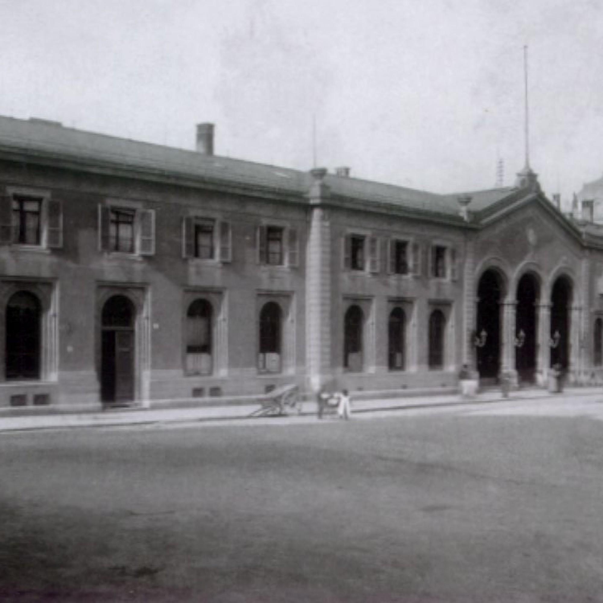 Empfangsgebäude des Kopfbahnhofs Bern im Jahre 1860.