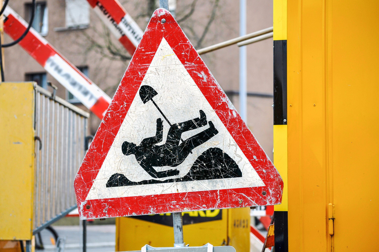 Warnschild, Symbolbild.