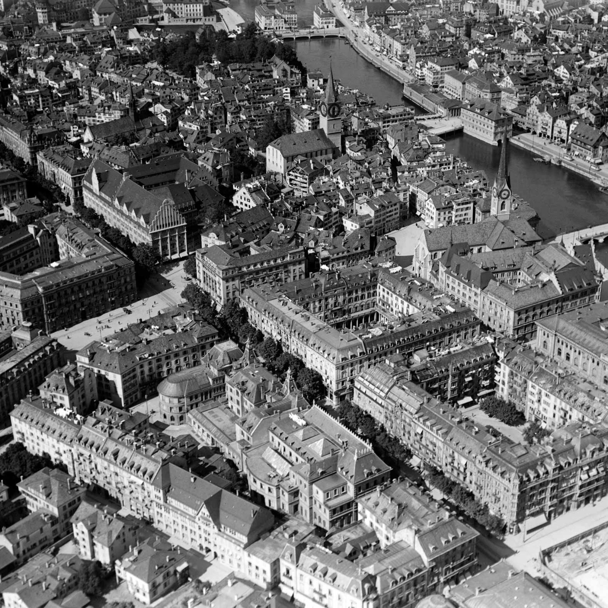 Paradeplatz und Bahnhhofstrasse, 1919.