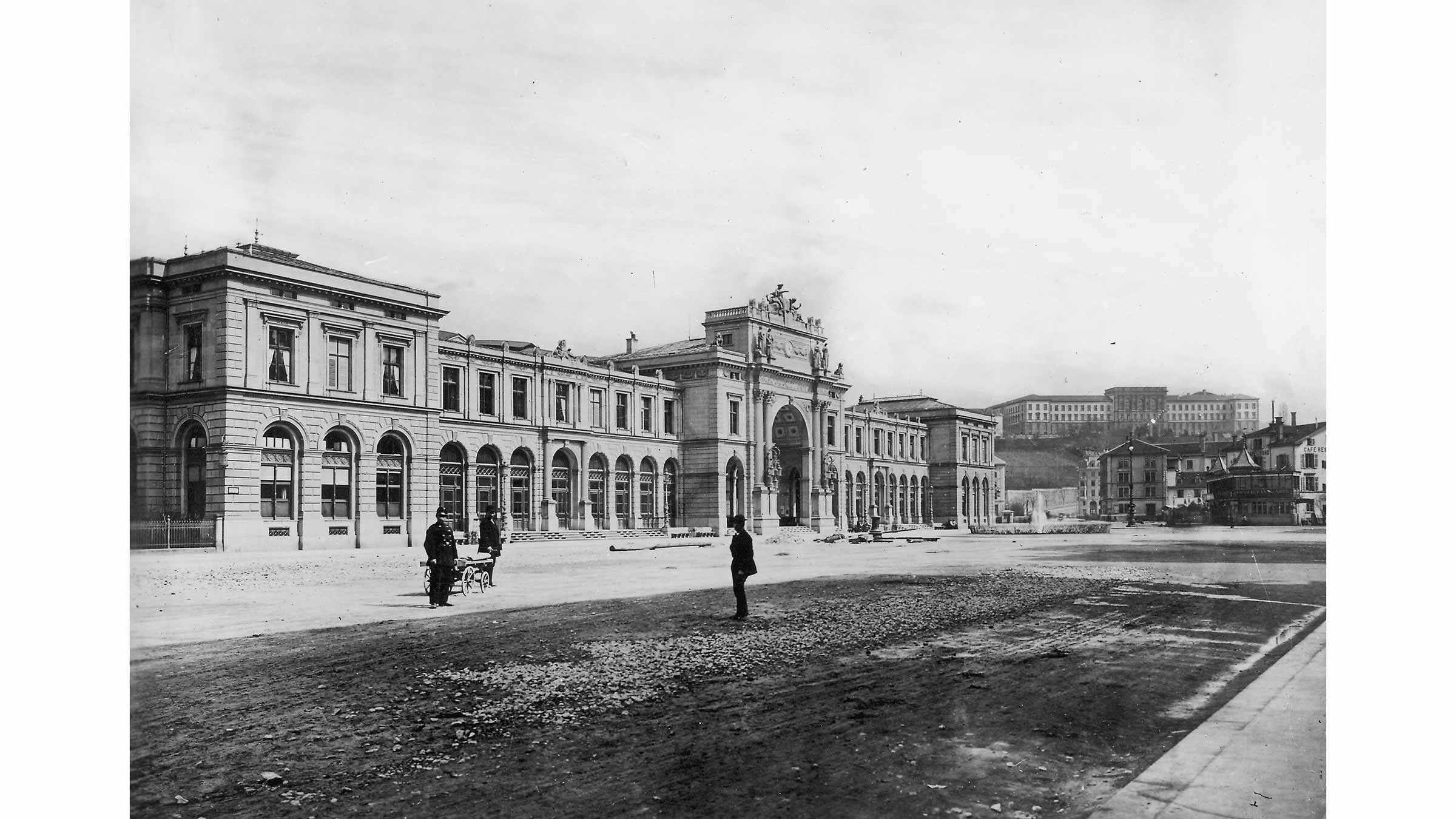 Bahnhofplatz 1875.