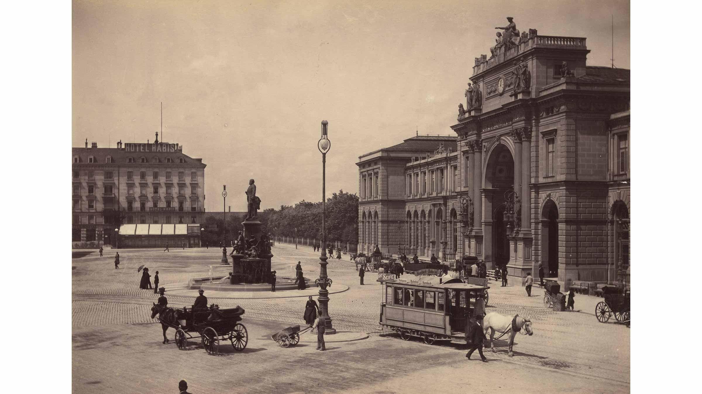 Bahnhofplatz 1898.